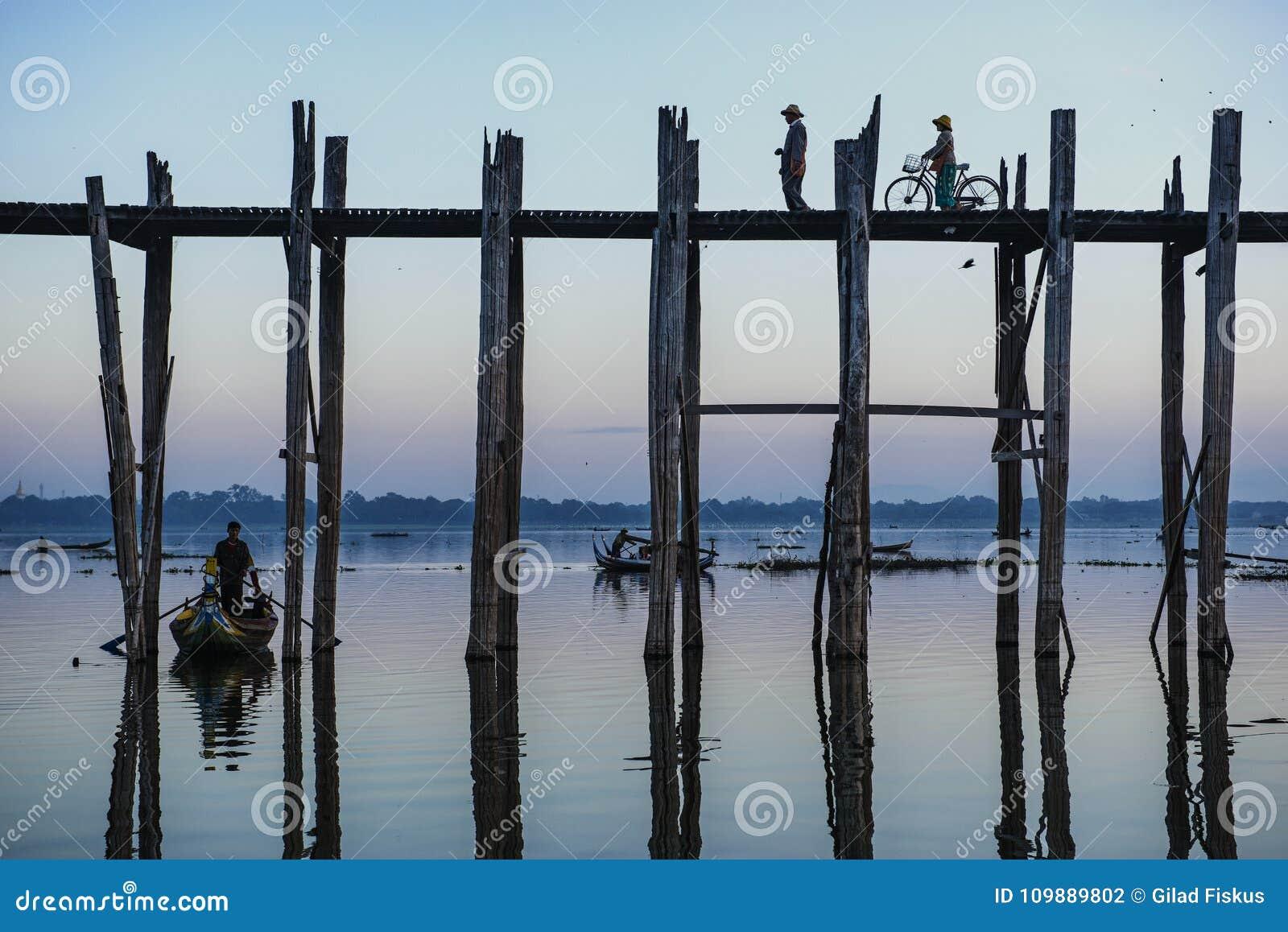 U Bein bridgebelieved para ser el puente más largo del teakwood del mundo