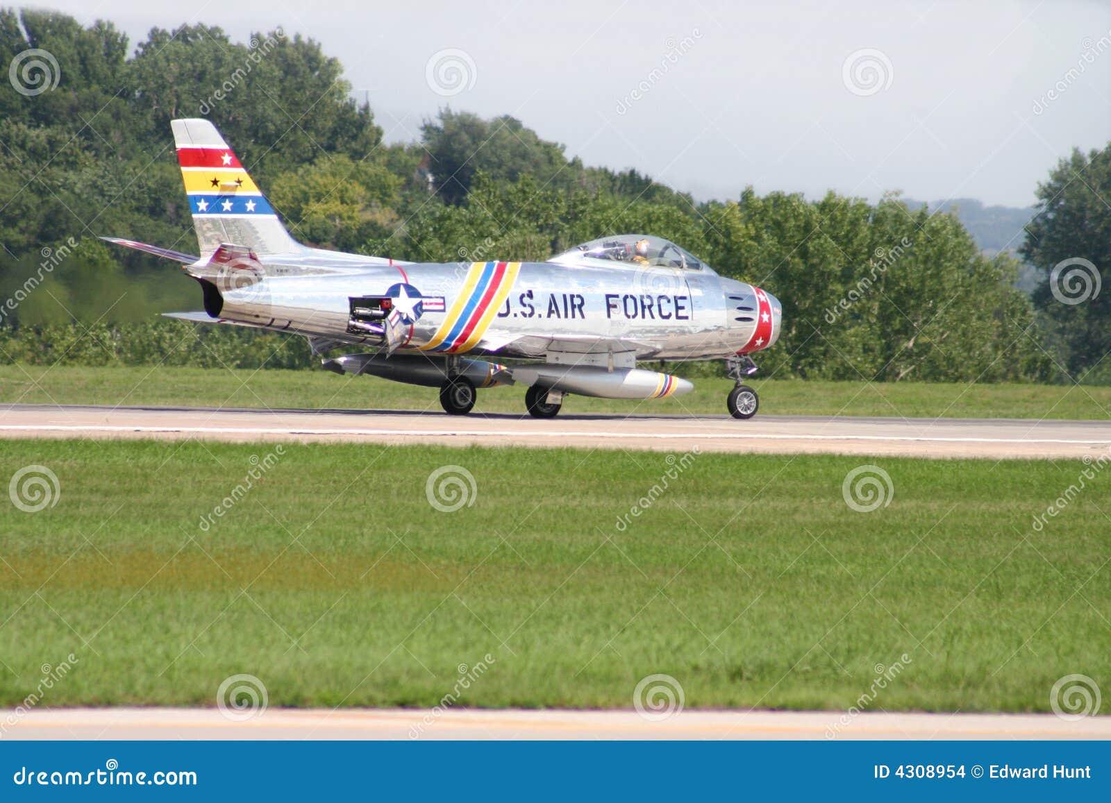 Nuovo Aereo Da Caccia Americano : U s aereo da caccia di f sabre fotografia stock
