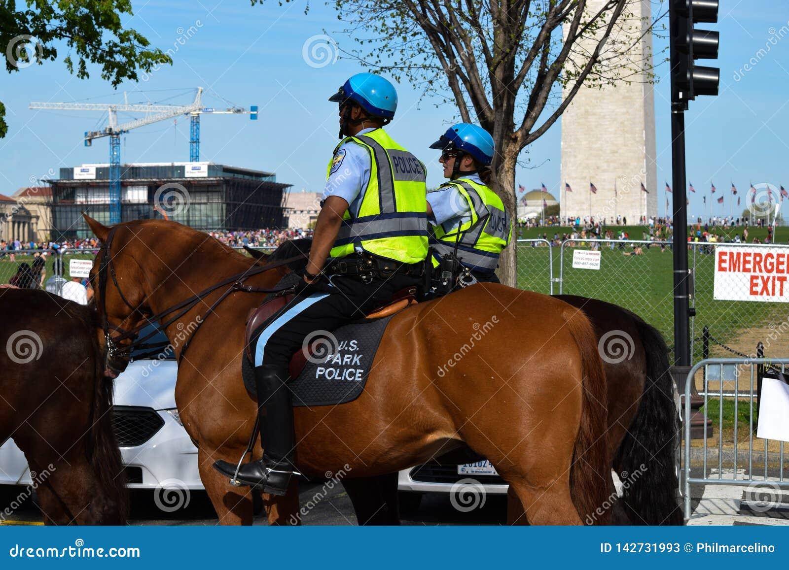 U S Park-Polizei an einem Tag der Erde-Konzert am National Mall