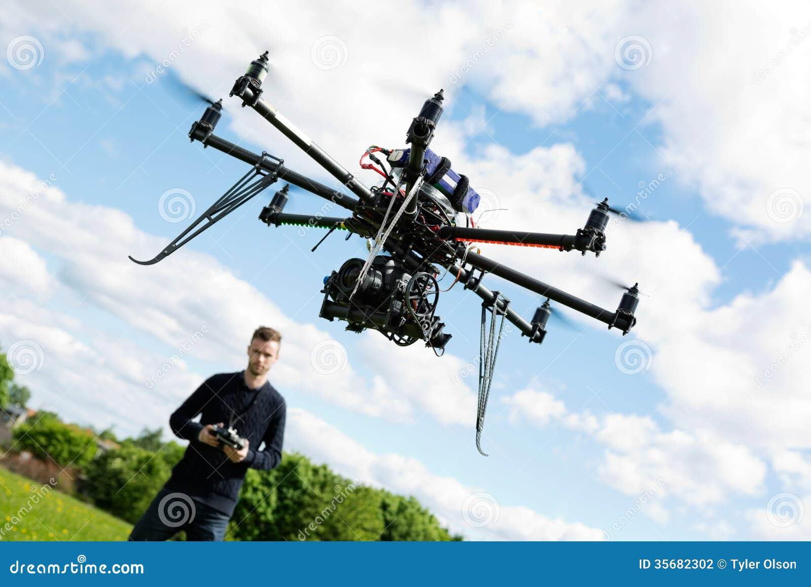 UAV van technicusFlying Helikopter in Park