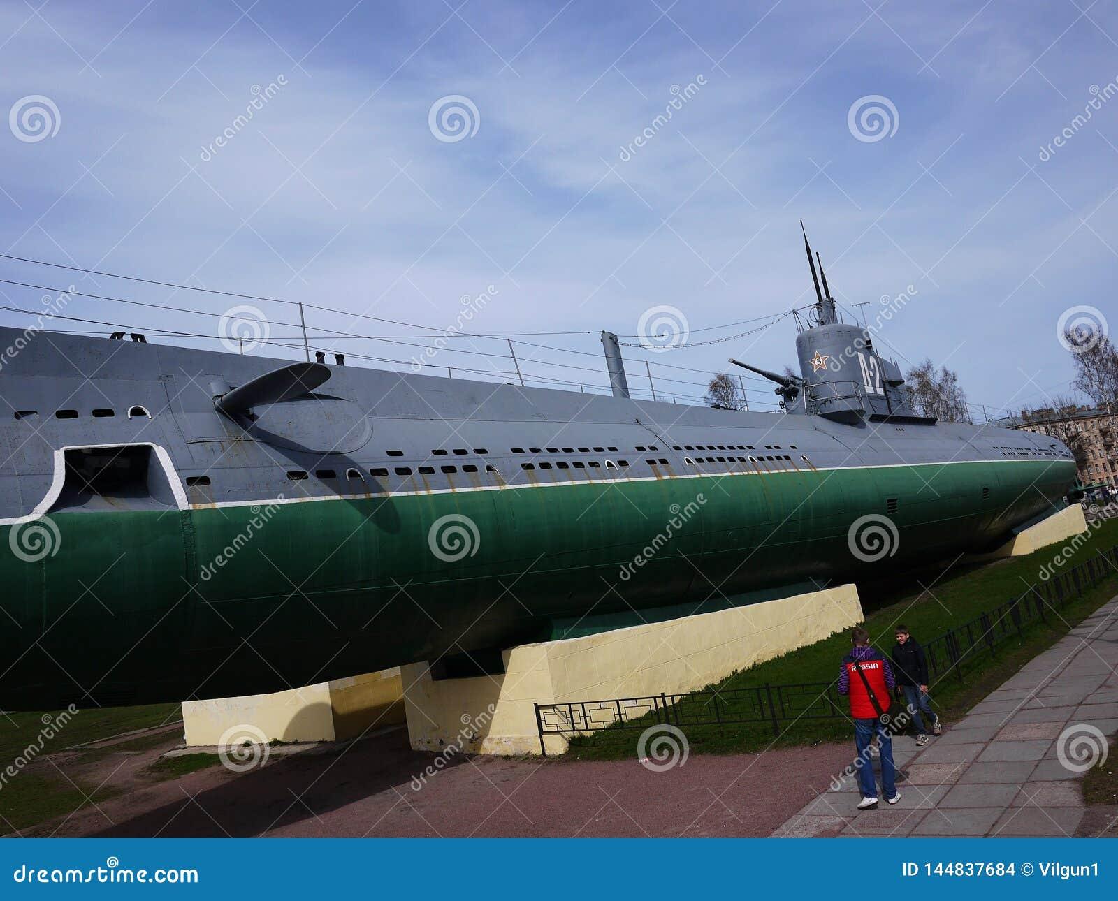 Ubåtmuseum, St Petersburg, Ryssland Denna ubåt konverterade in i intressera