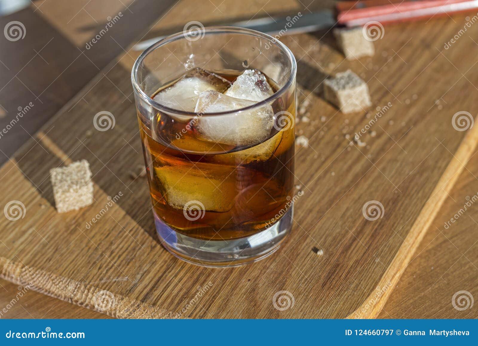Uba Libre, bruine rum, famouse Cubaanse cocktail, smakelijke kalk
