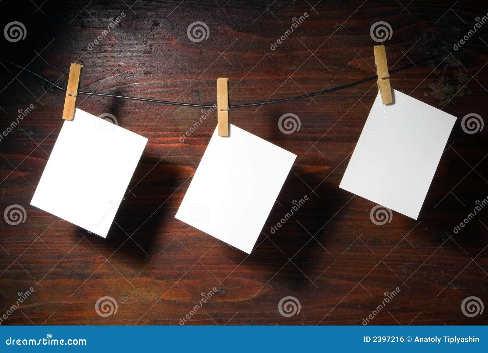 Ubrania kołkowatego white linę papieru