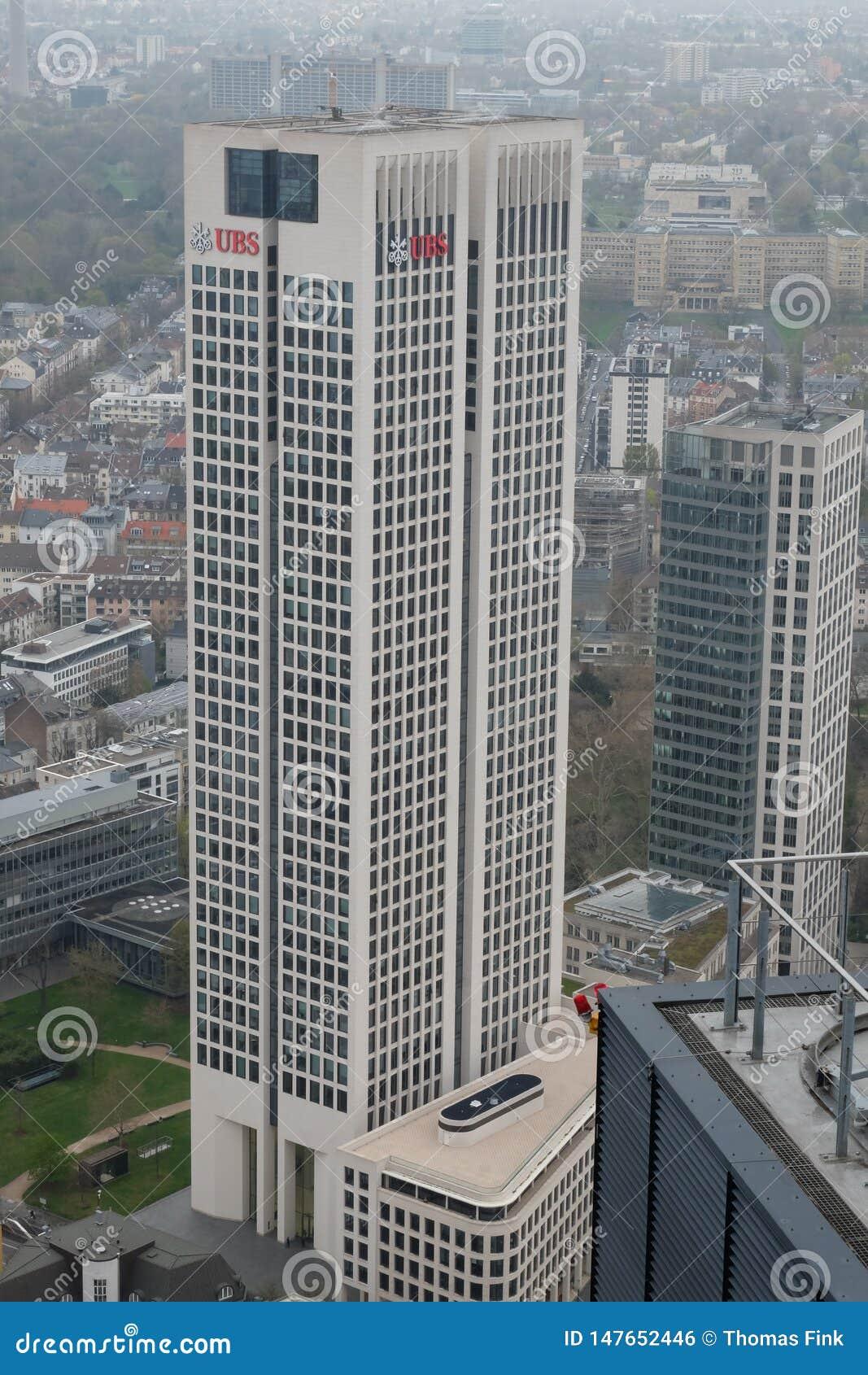 UBS-Europazentrale ragt in Frankfurt hoch
