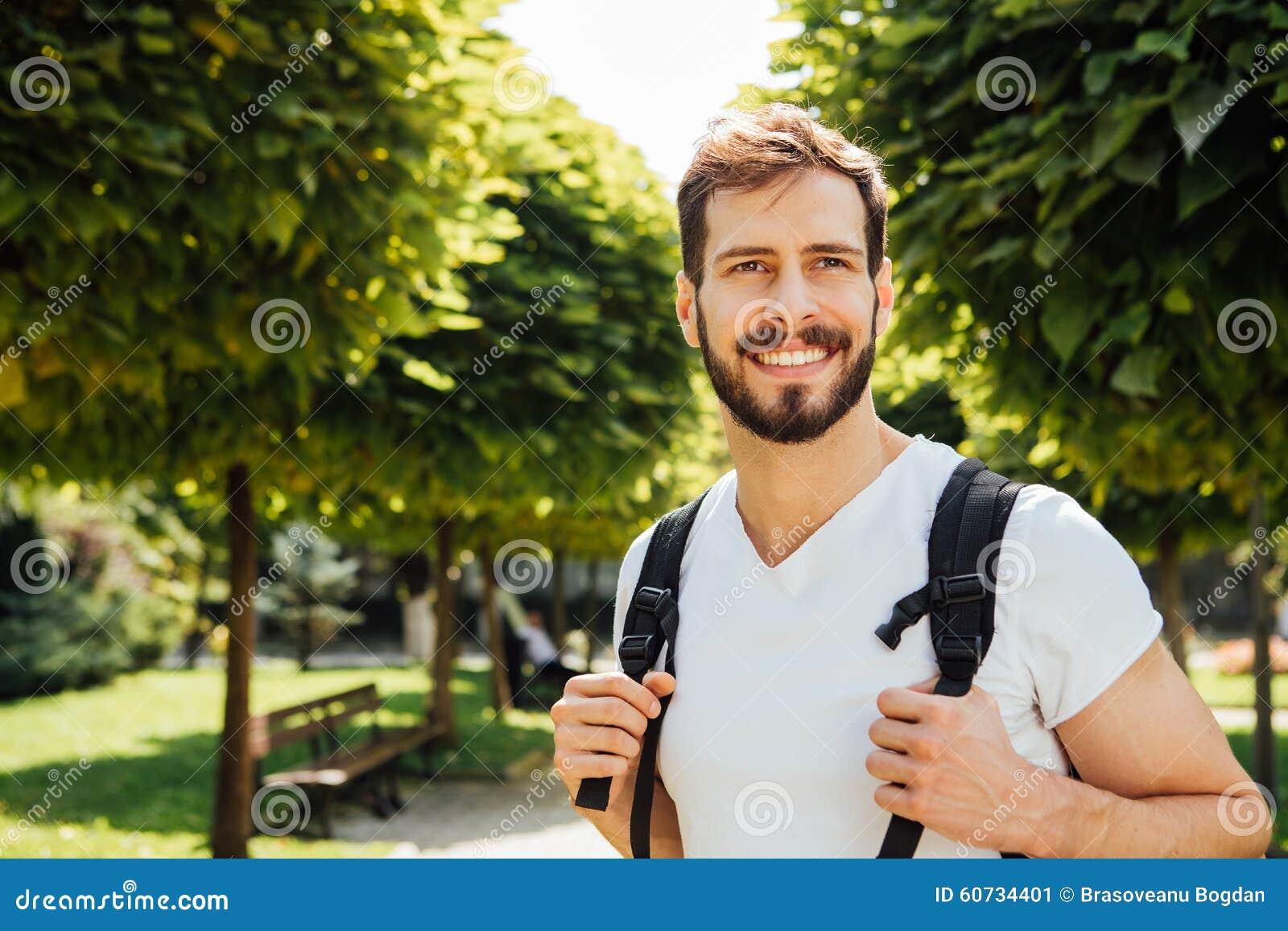 Uczeń z plecakiem outside