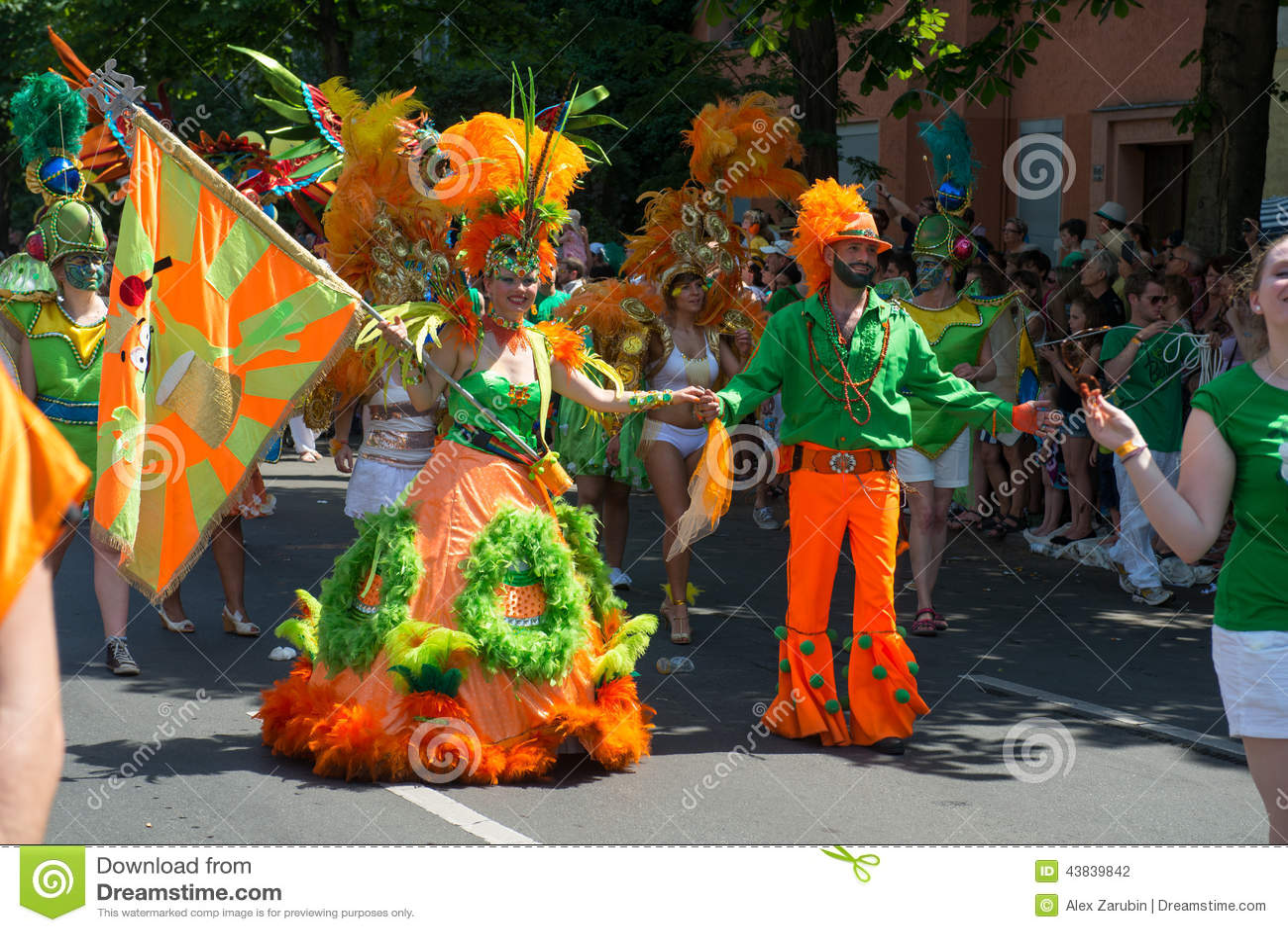 Uczestnicy przy Karneval dera Kulturen