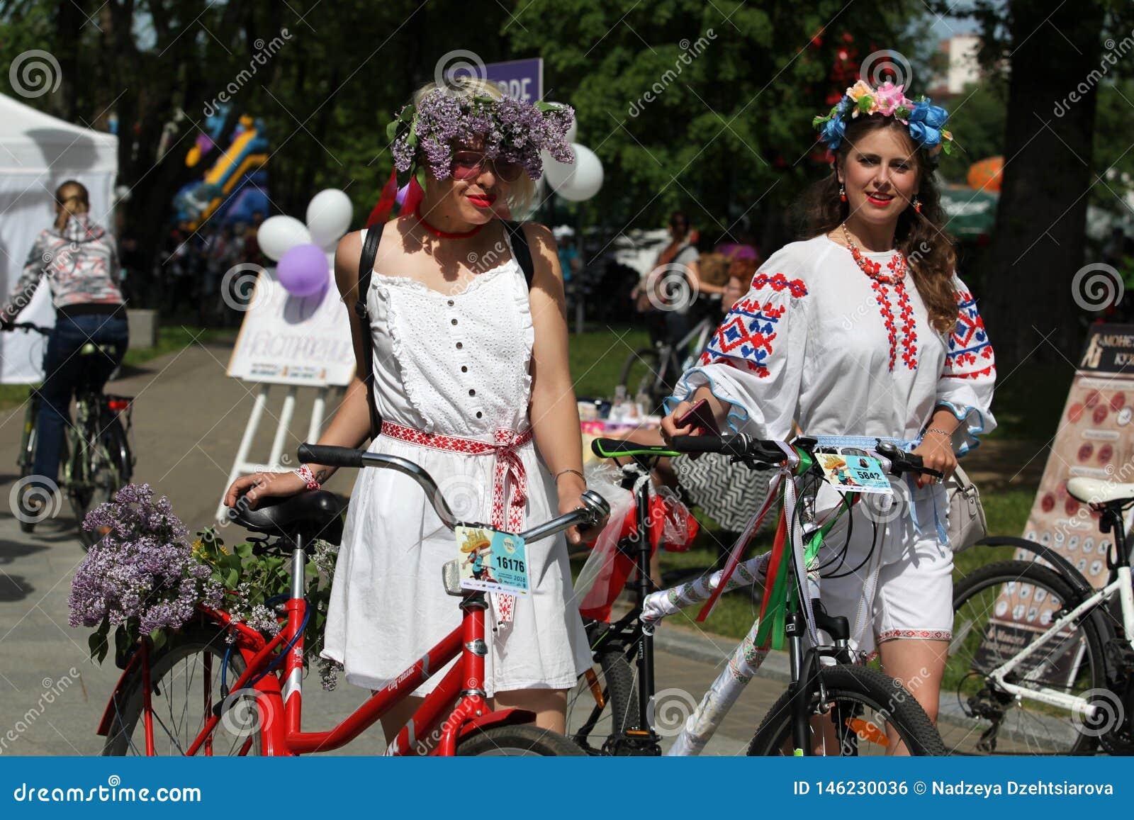 Uczestnicy w rocznym cyklisty karnawale, Minsk, Białoruś
