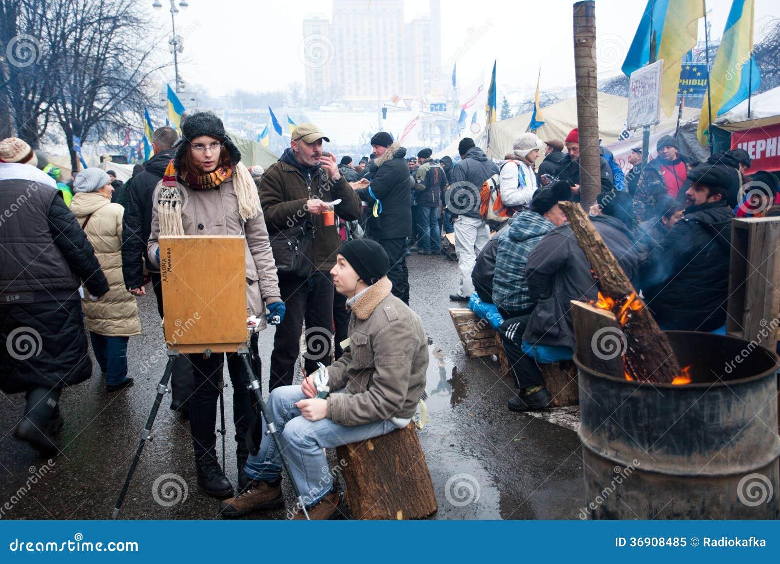 Ucznie rysują obrazek olej w tłumu demonstranci na ulicie
