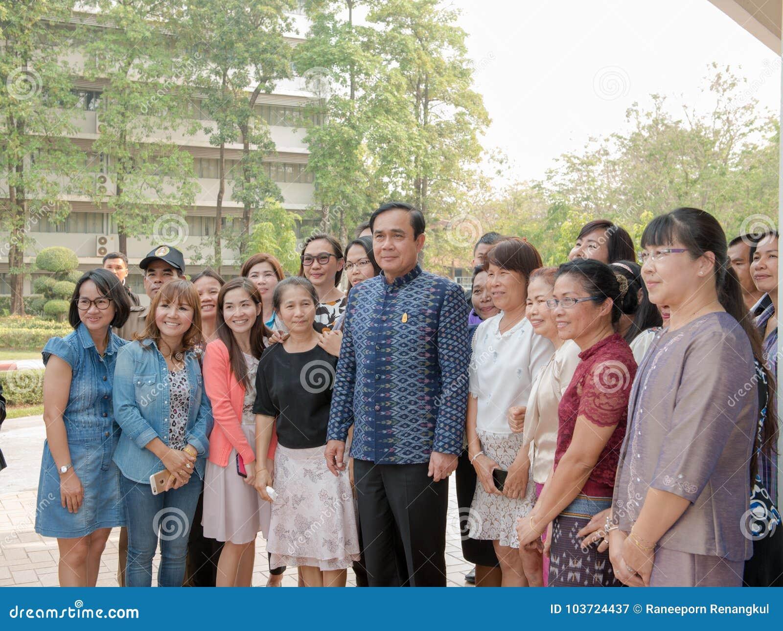 UDONTHANI TAILÂNDIA 18 de março de 2016: 29o Gen Prayut Chan-Ocha, primeiro ministro do curso de Tailândia à região do nordeste a