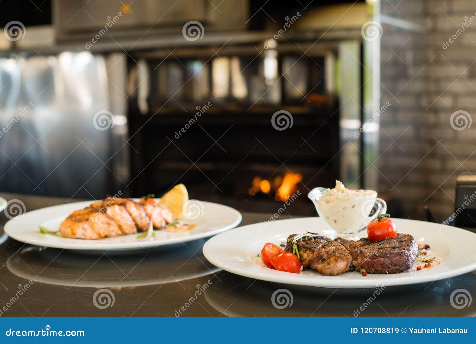 Udział karmowi talerze