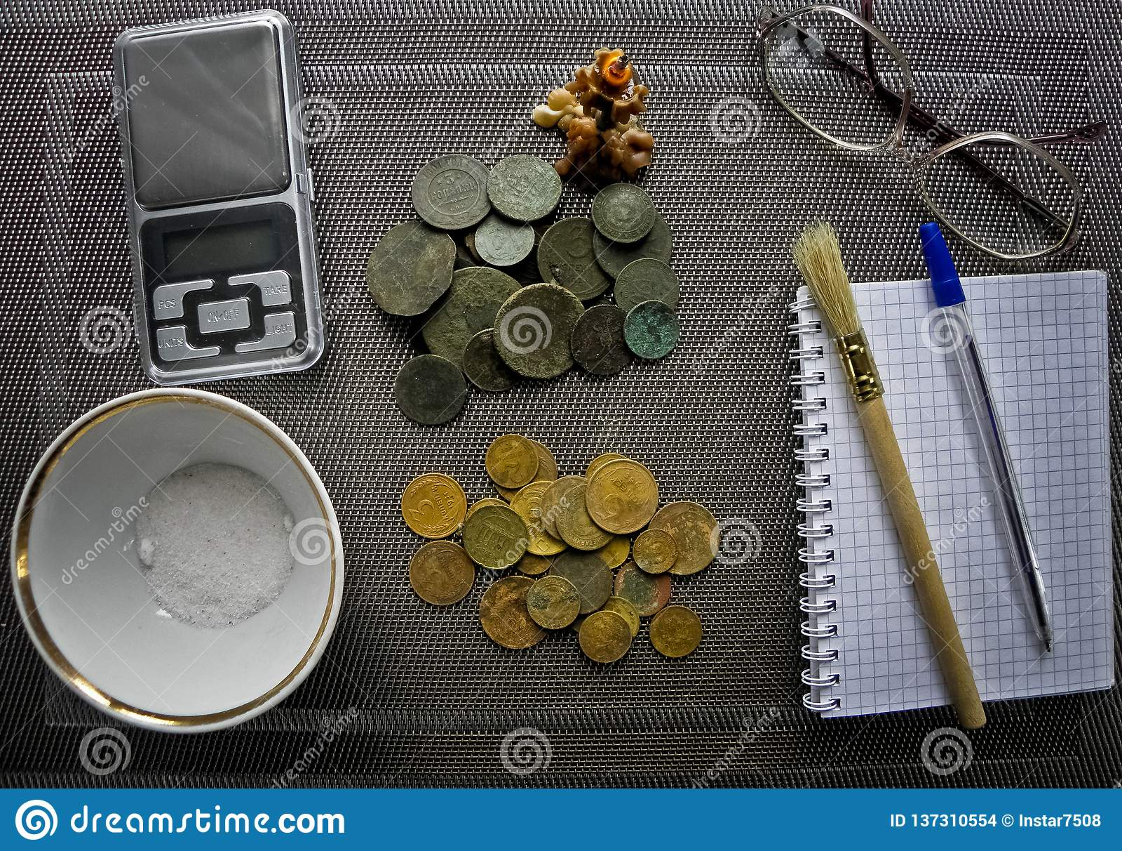Udziały stare miedziane monety dla resvavration