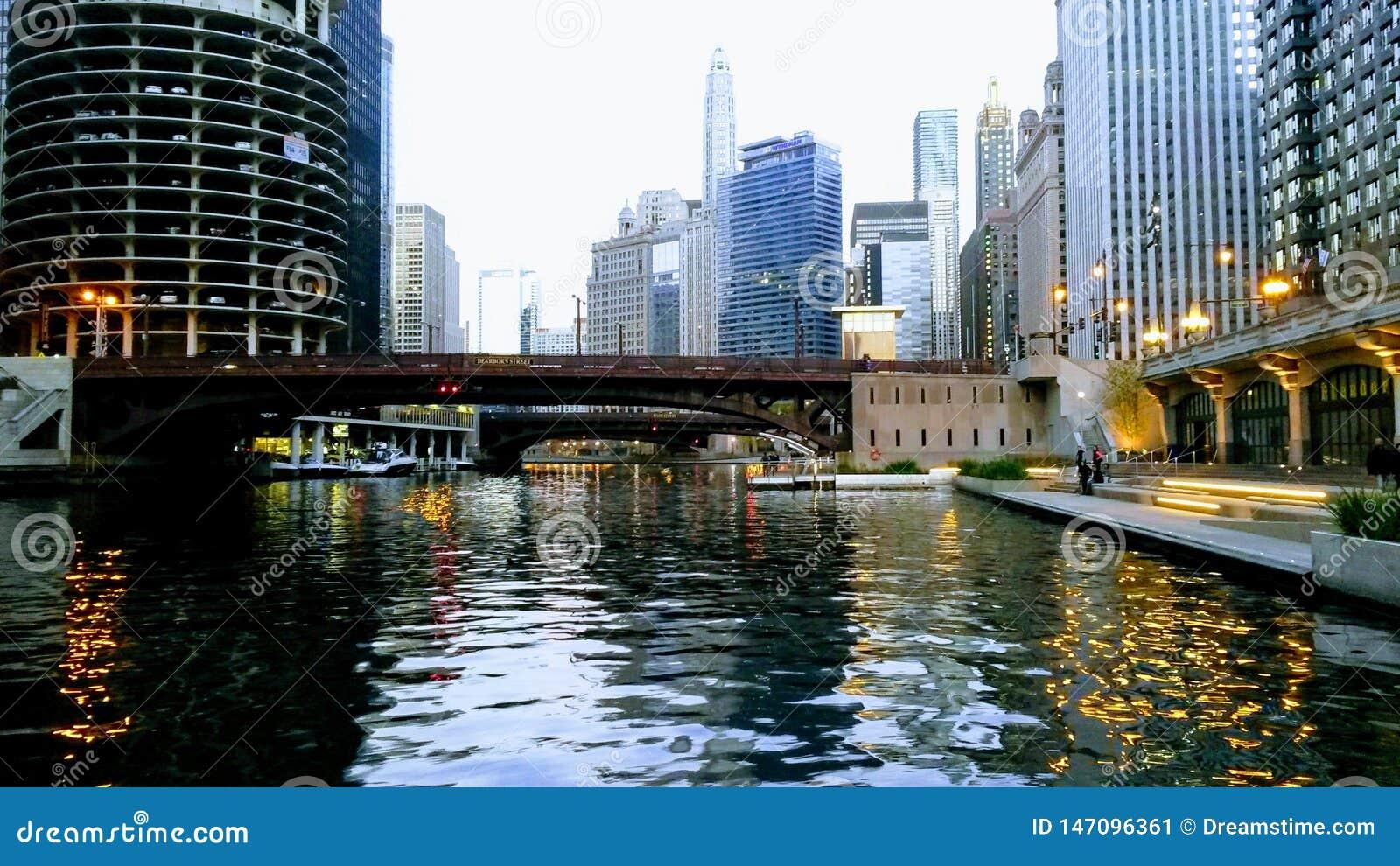 Ufergegendweg in der Stadt von Chicago USA