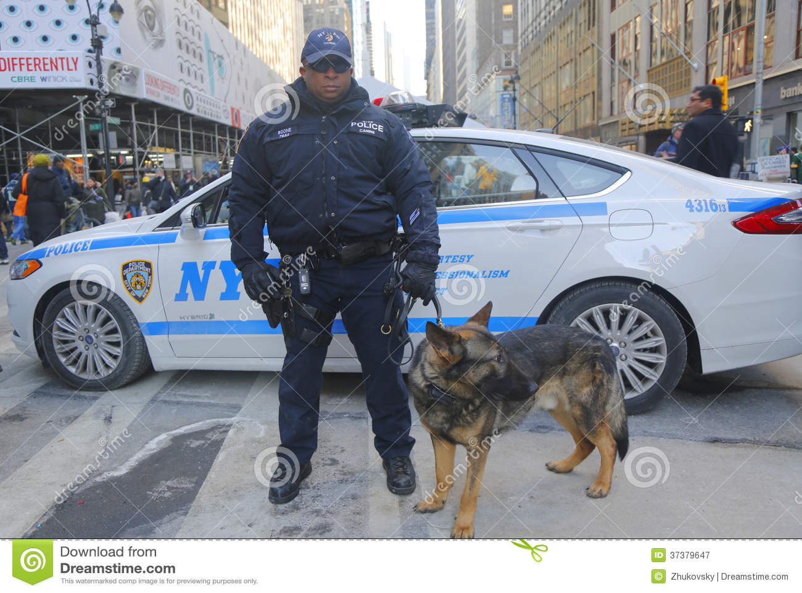 Ufficio K : Ufficiale di polizia dell ufficio k di transito di nypd e