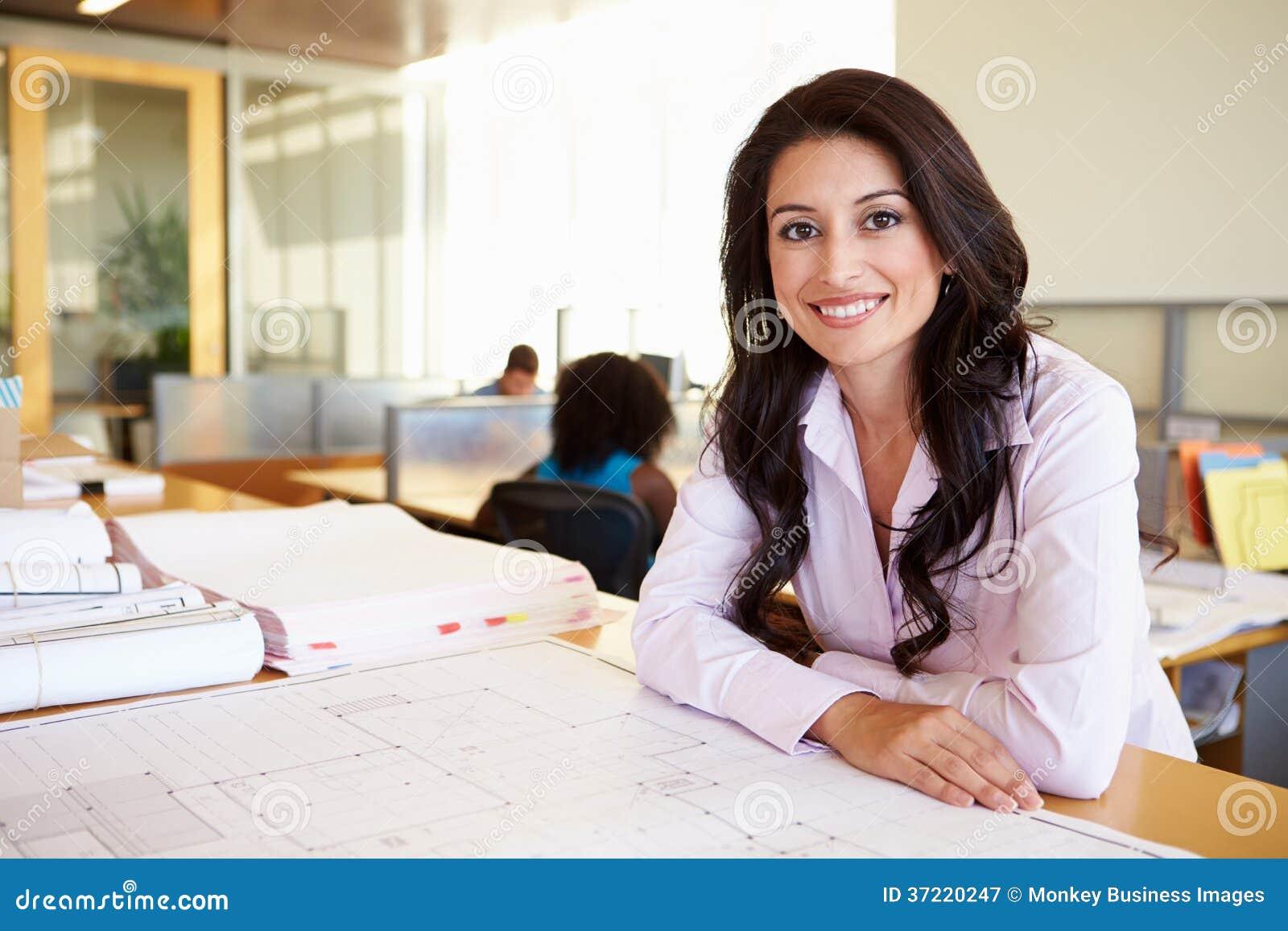 Ufficio femminile di Studying Plans In dell architetto