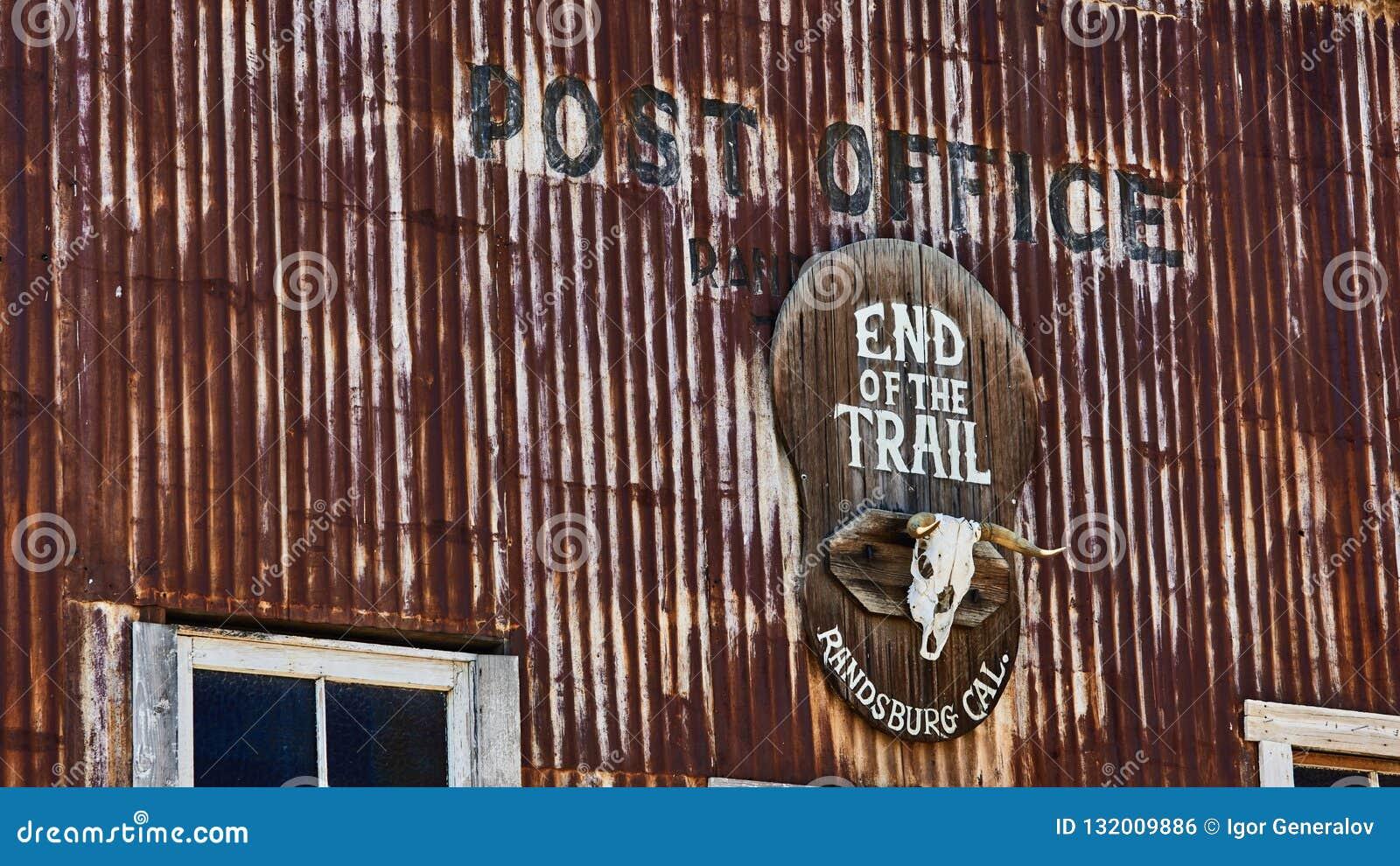 Ufficio postale negli zappatori di oro della città fantasma