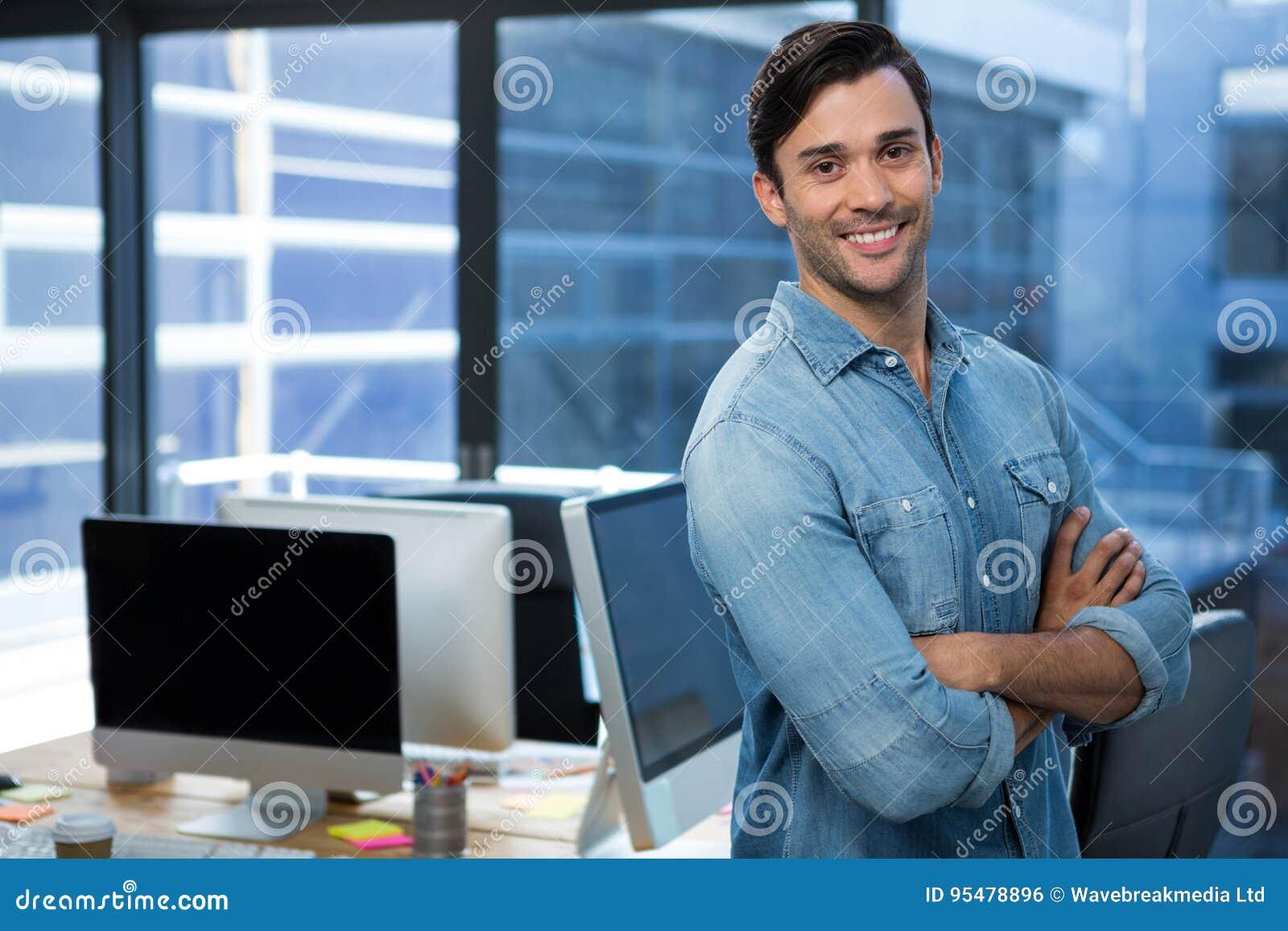 Ufna mężczyzna pozycja w biurze