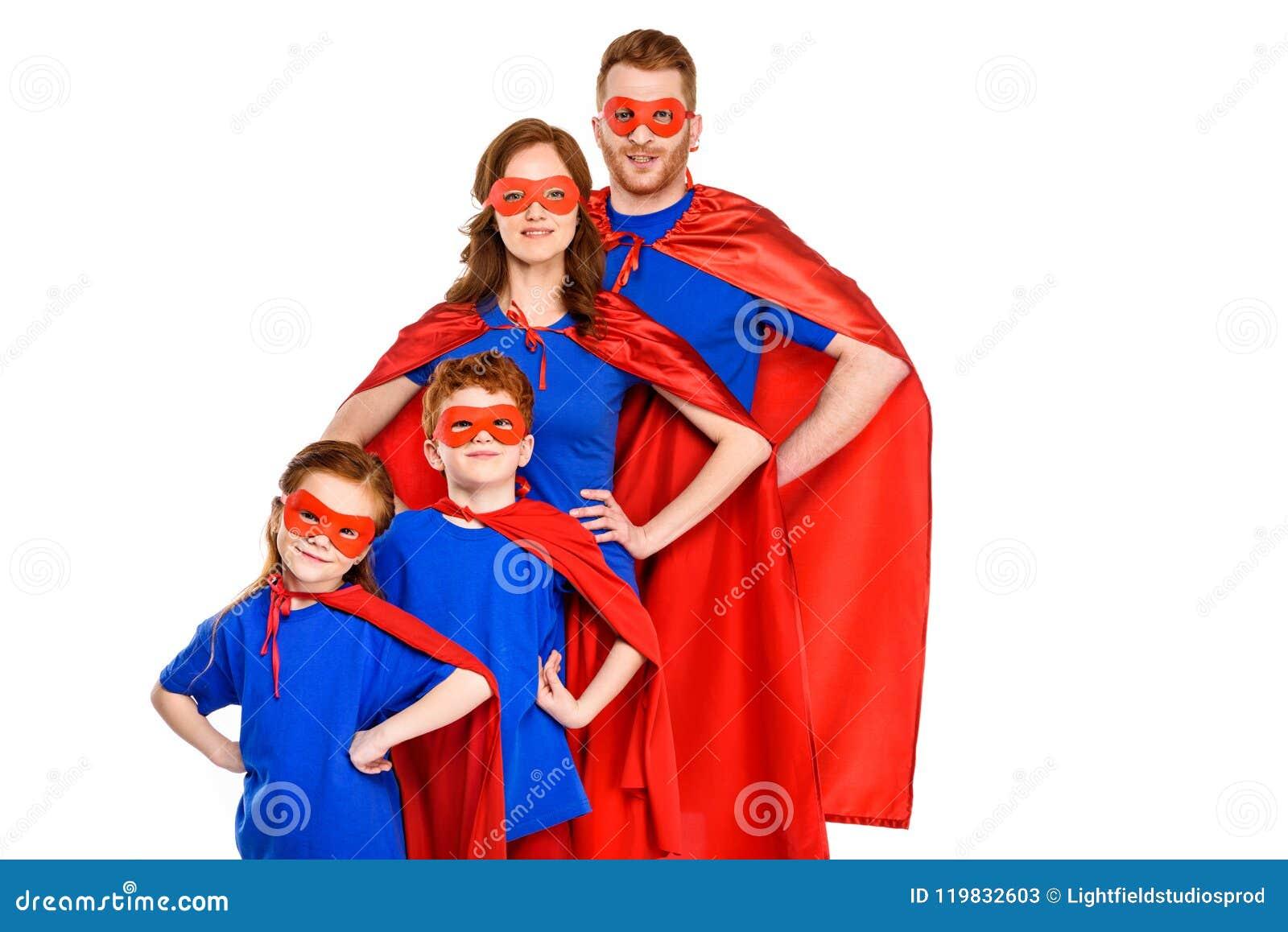 Ufna super rodzina w maskach, pelerynach i