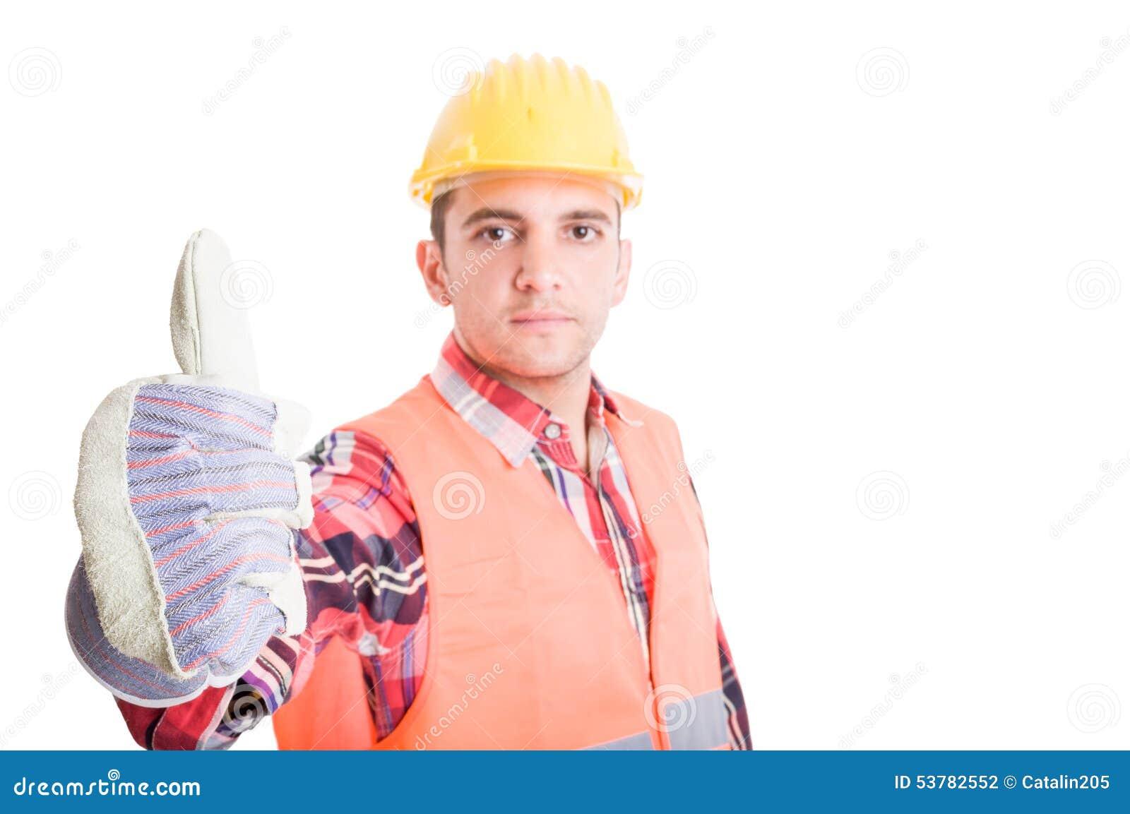 Ufny budowniczy pokazuje kciuk up