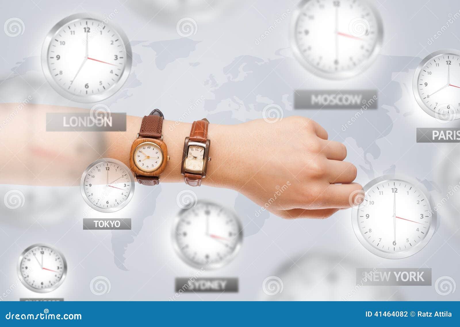 Uhren und Zeitzonen über dem Weltkonzept