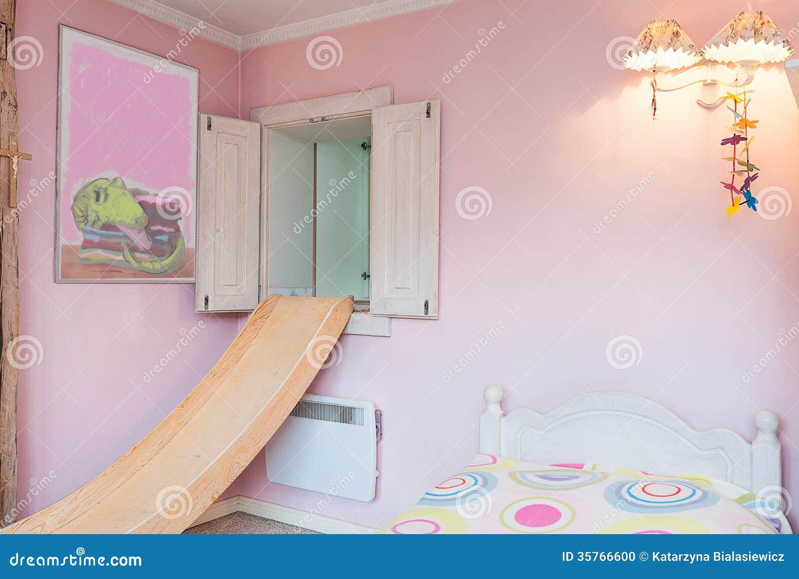 Uitstekend herenhuis   roze muur stock foto   afbeelding: 35766600