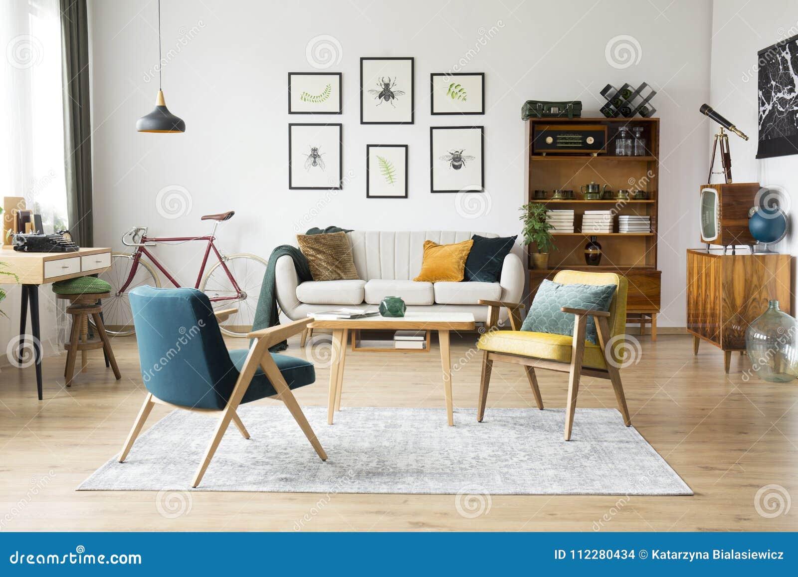 Uitstekend meubilair in een vlakte