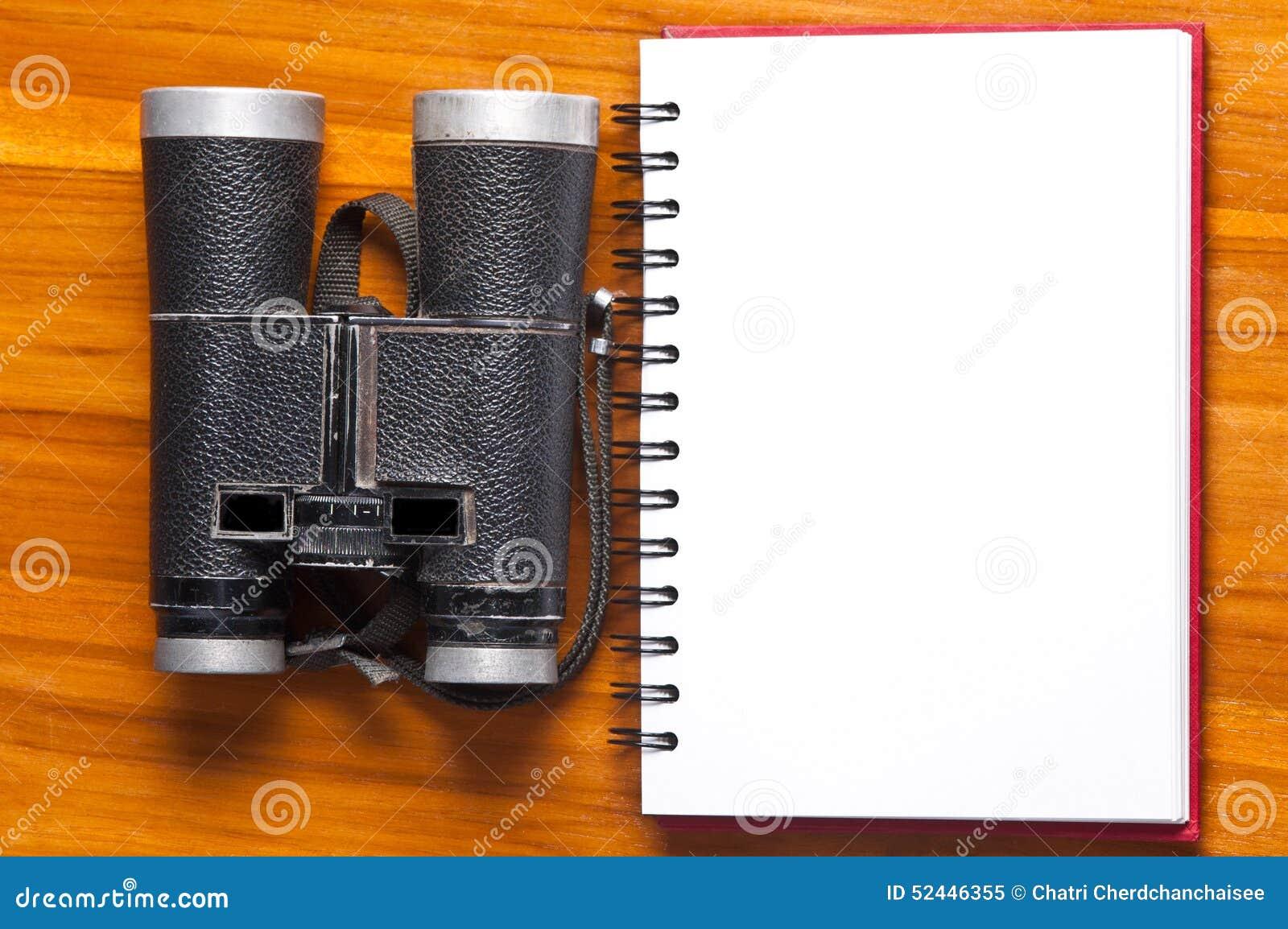Uitstekend verrekijkers en notitieboekje