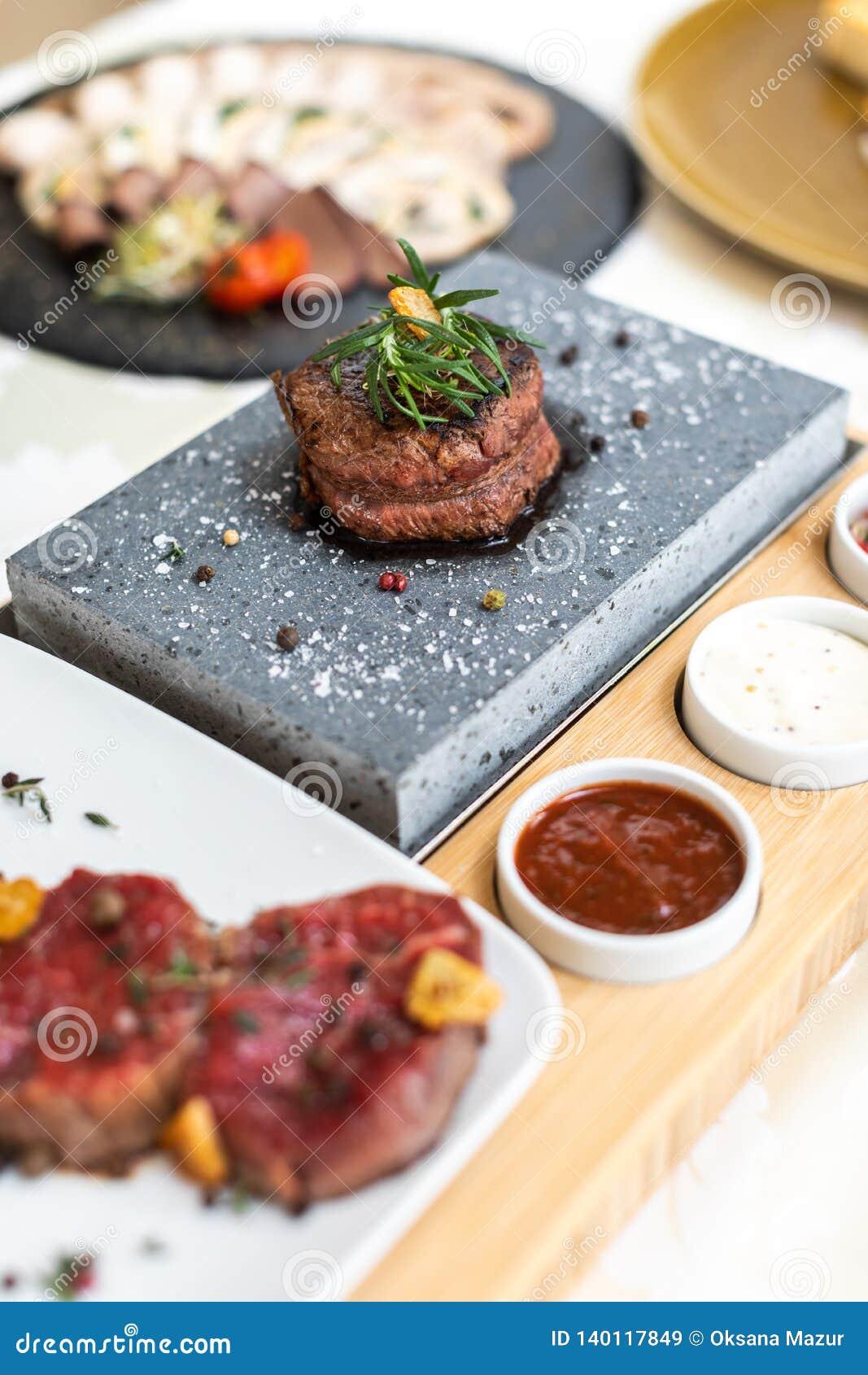 Uitstekend voedsel schotel Restaurant menu orde Uitstekende schotel, het creatieve concept van de restaurantmaaltijd, haute-coutu