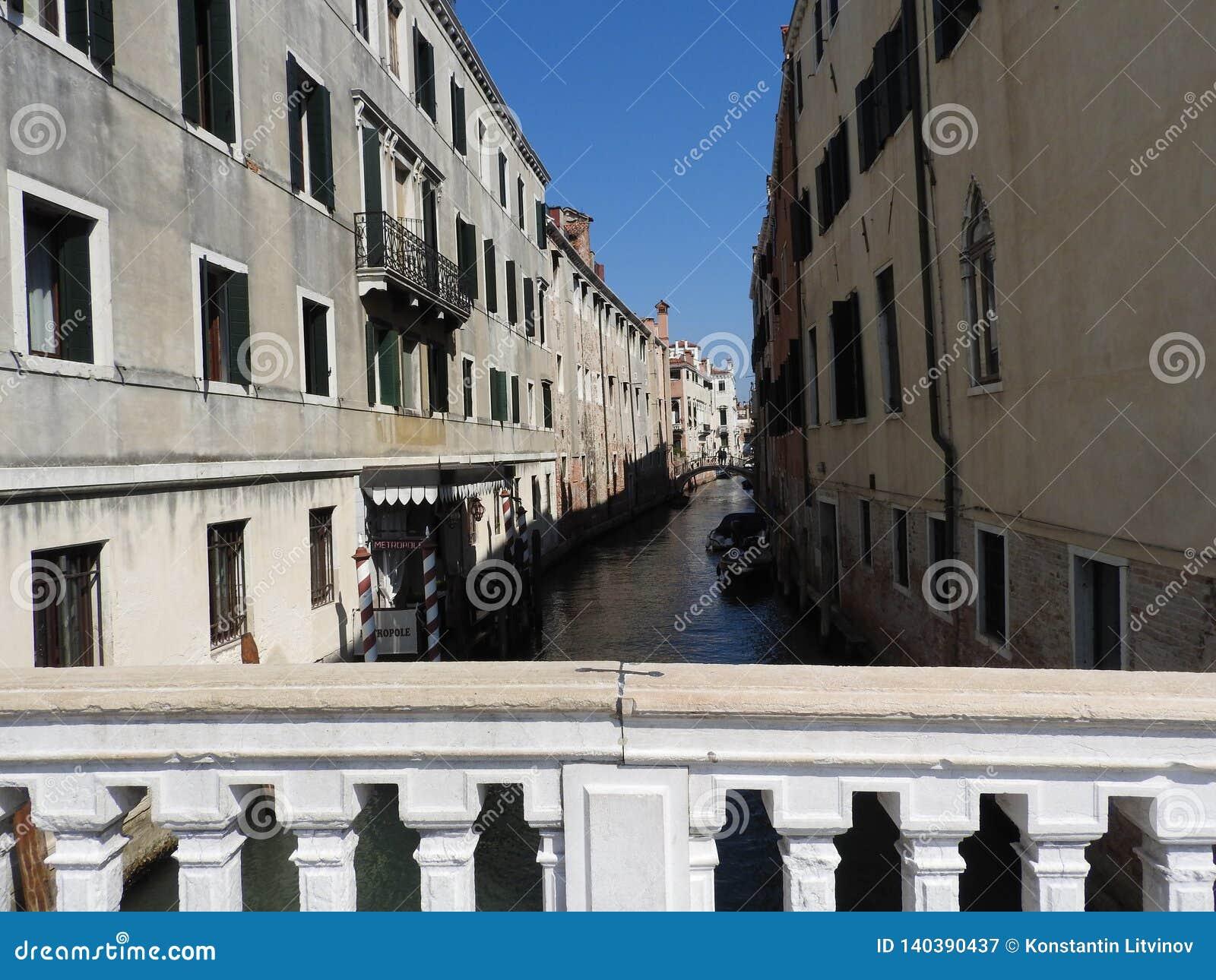 Uitstekende architectuur van Venetië, Italië, steenvoorgevels en ontwerpelementen, een reis aan Europa