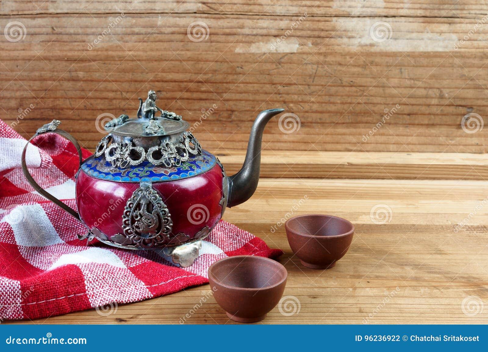 Uitstekende Chinese theepot die van het oude jade en zilver van Tibet met mo wordt gemaakt