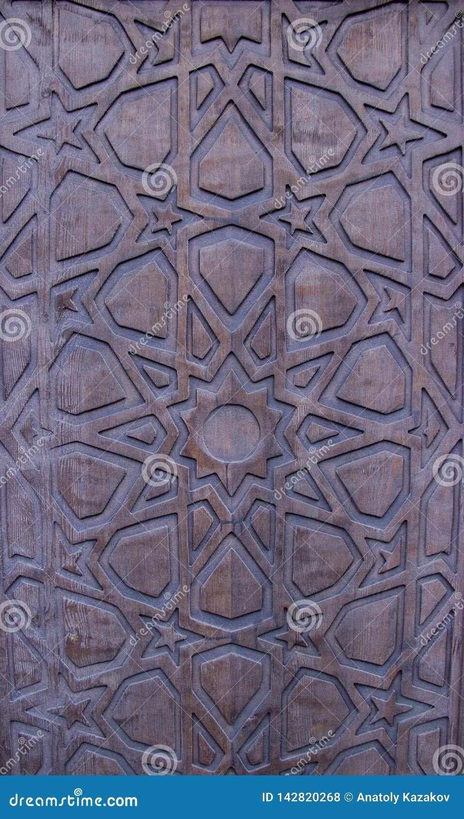 Uitstekende houten poort