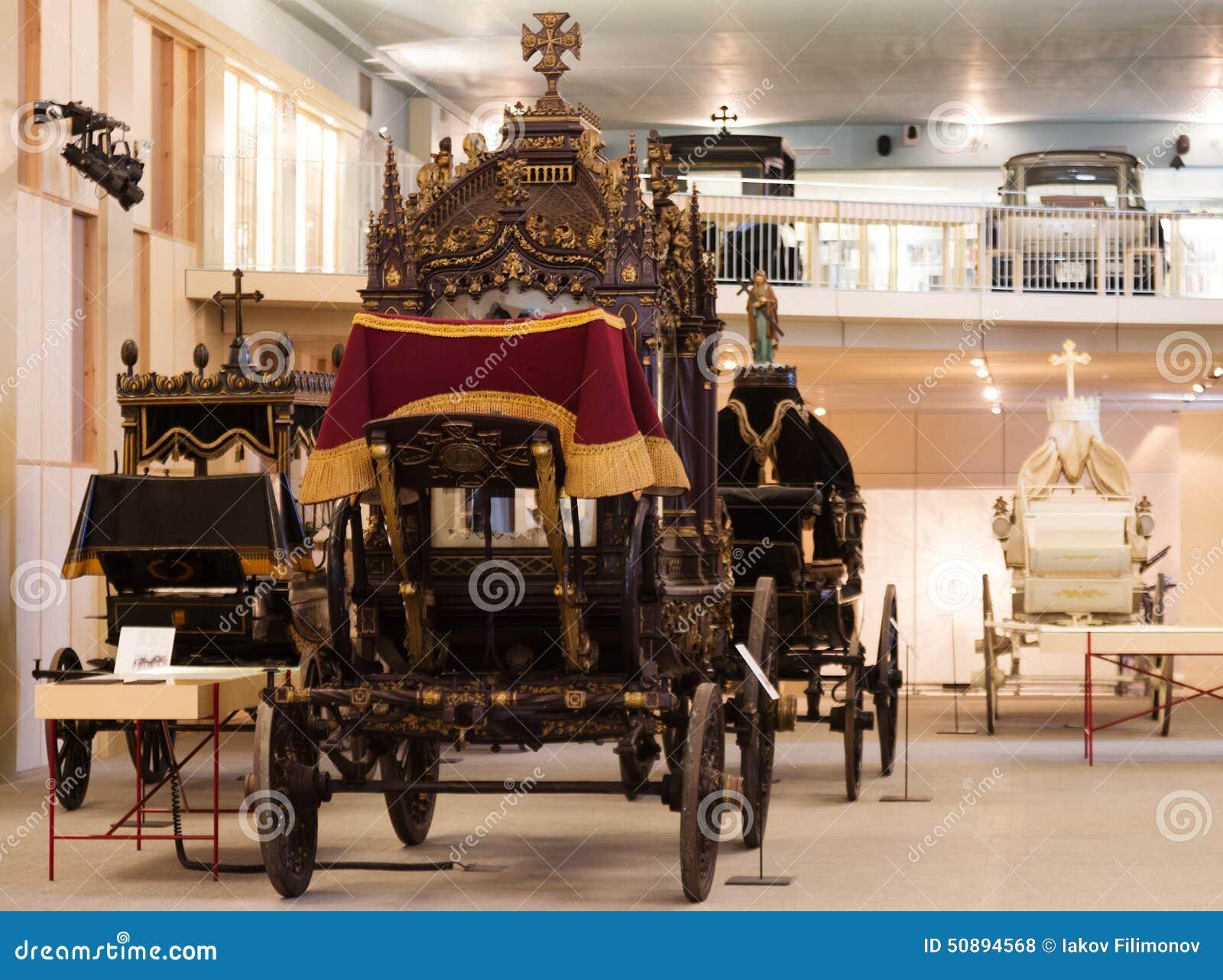 Uitstekende lijkwagens in Museu DE Carrosses Funebres
