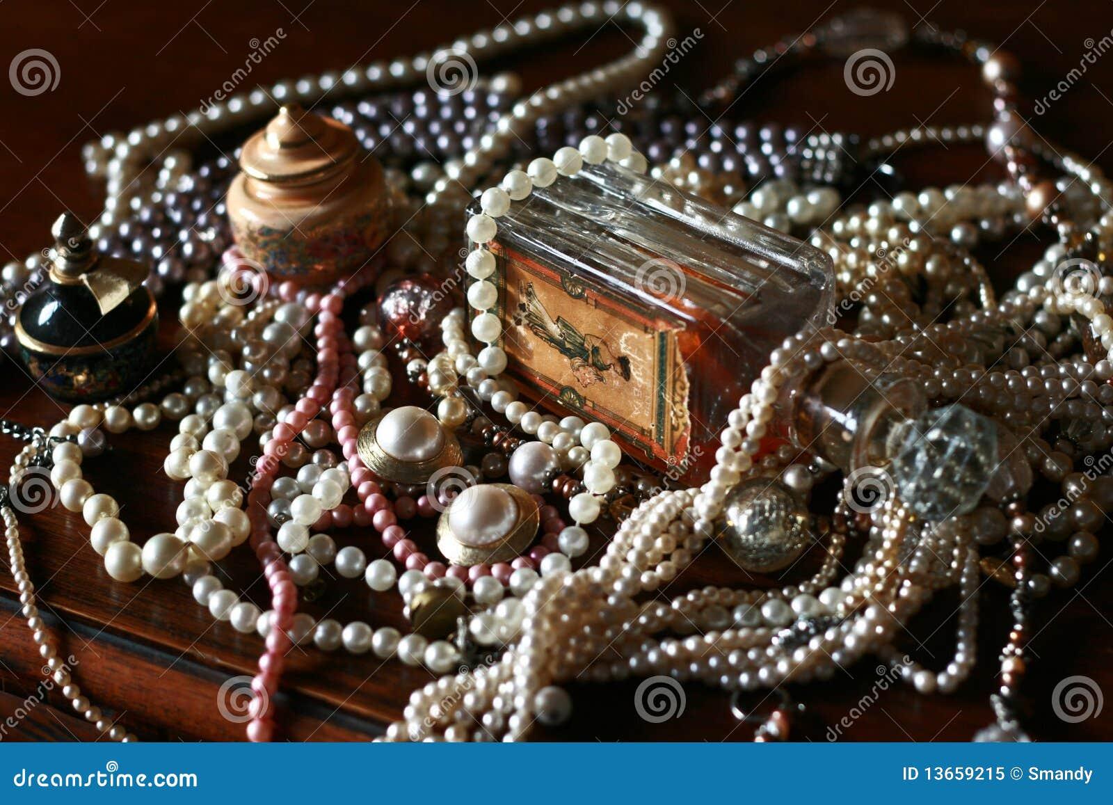 Uitstekende parelsschat, oude parfumfles