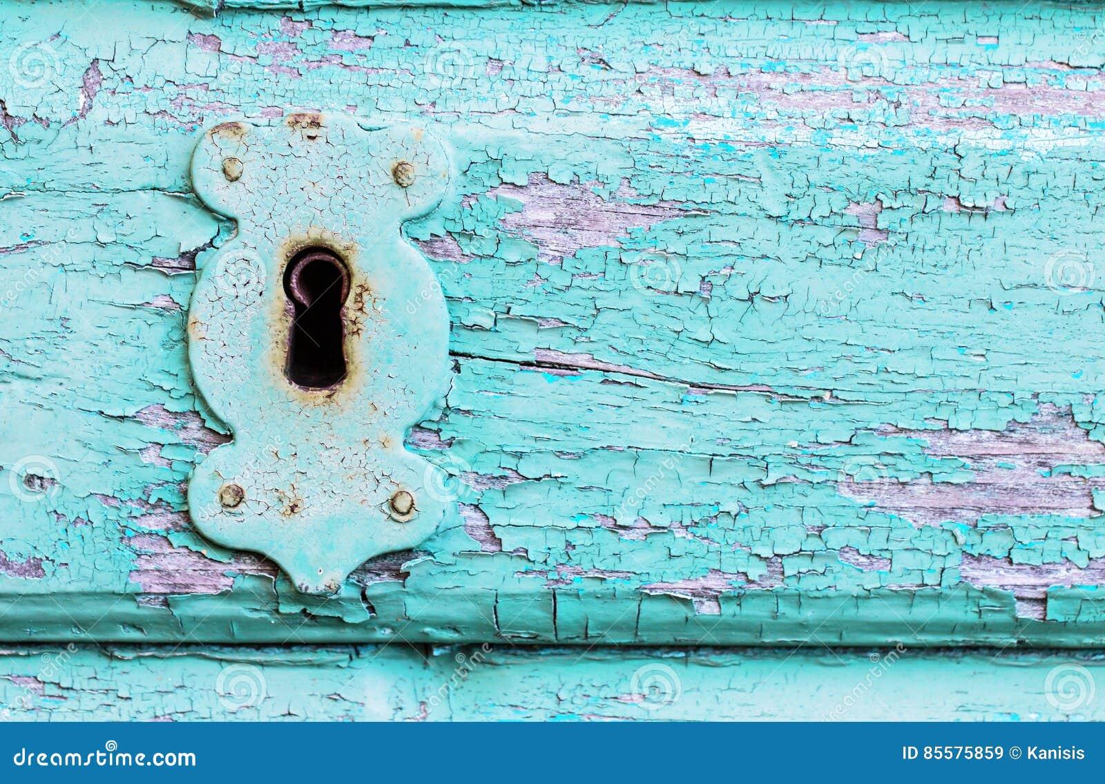 Uitstekende, rustieke turkooise verf houten deur met slot en keyhol