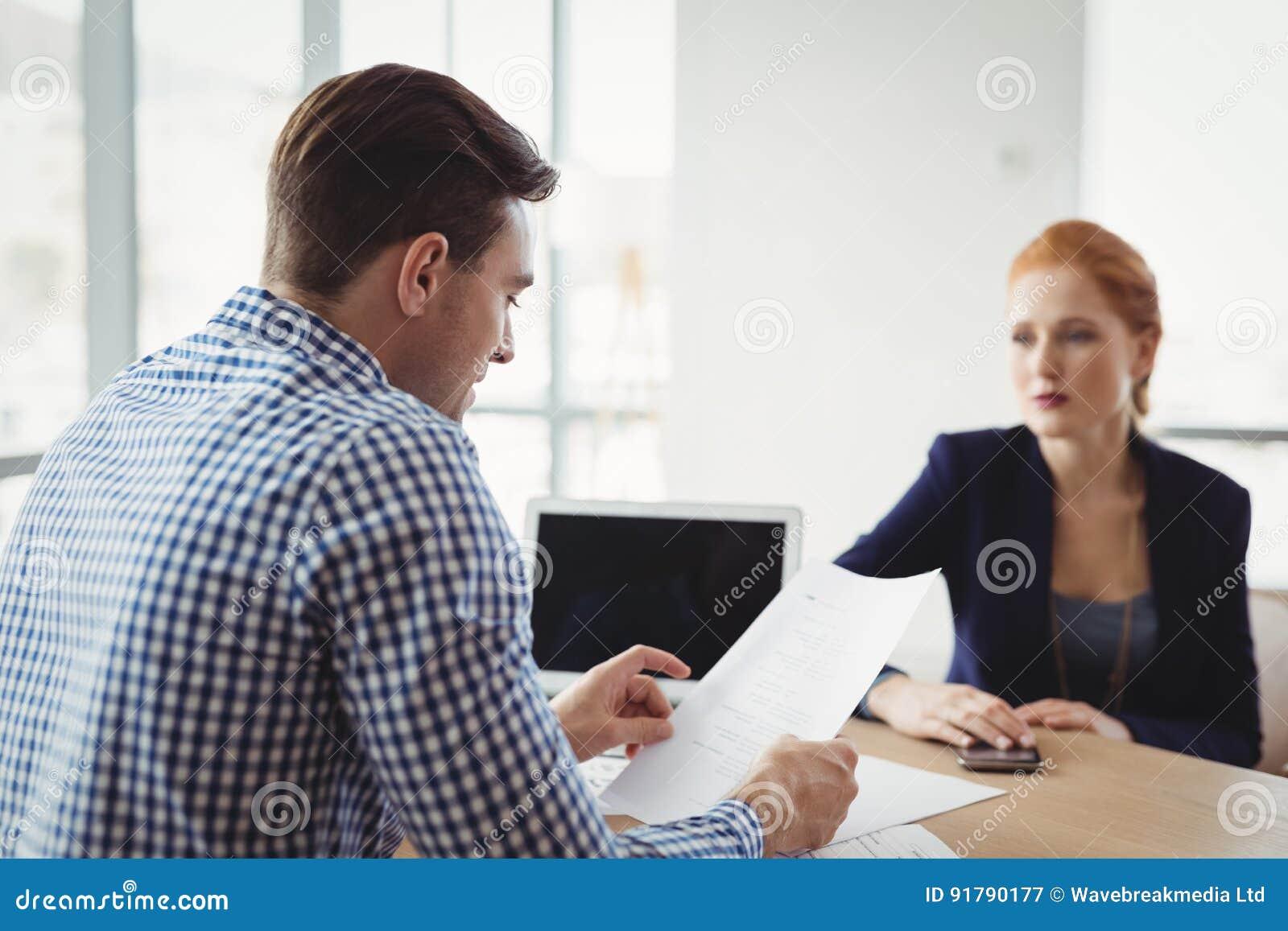 Uitvoerend lezingsdocument bij bureau