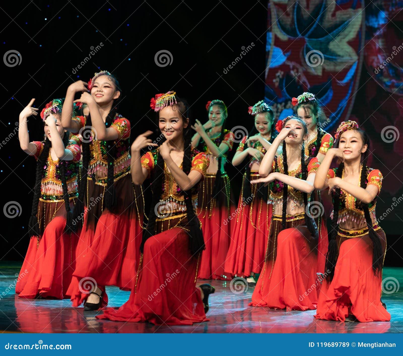 Ujghurzy róż Xinjiang Uygur taniec
