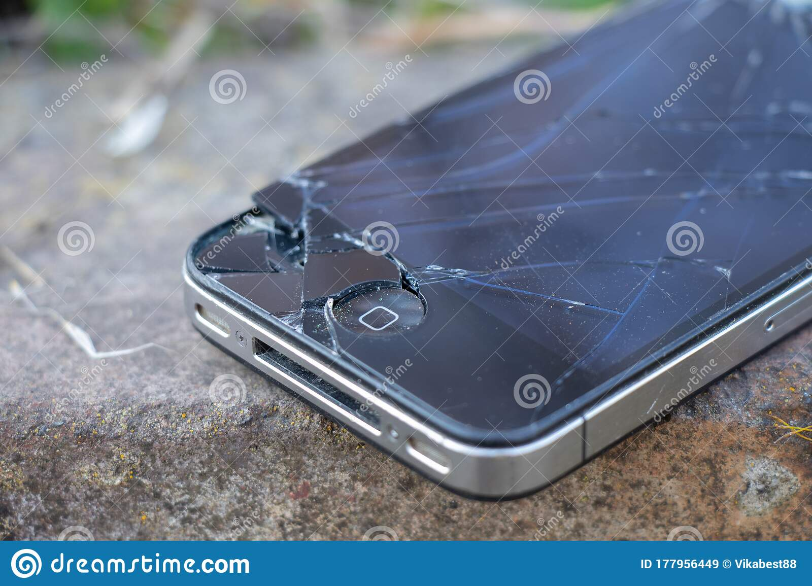 1 154 Broken Iphone Photos Free Royalty Free Stock Photos From Dreamstime
