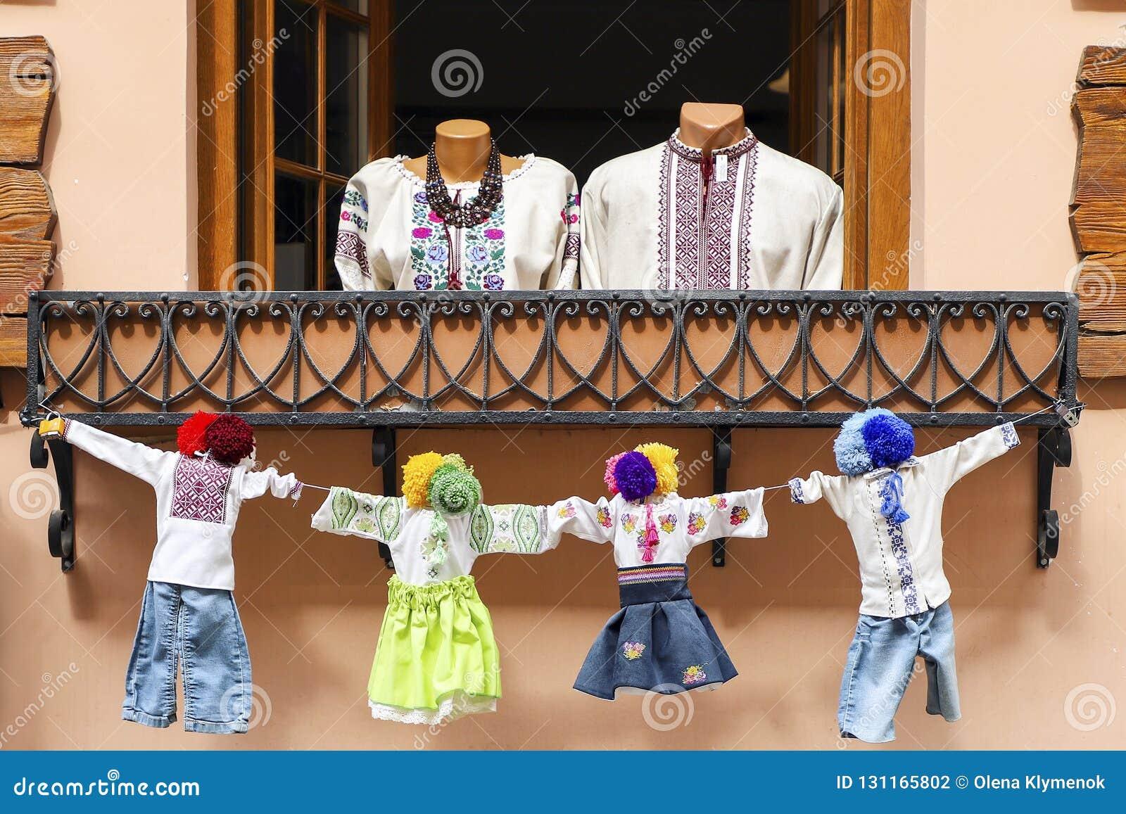 Ukrainische nationale Kostüme, die Familie bedeuten