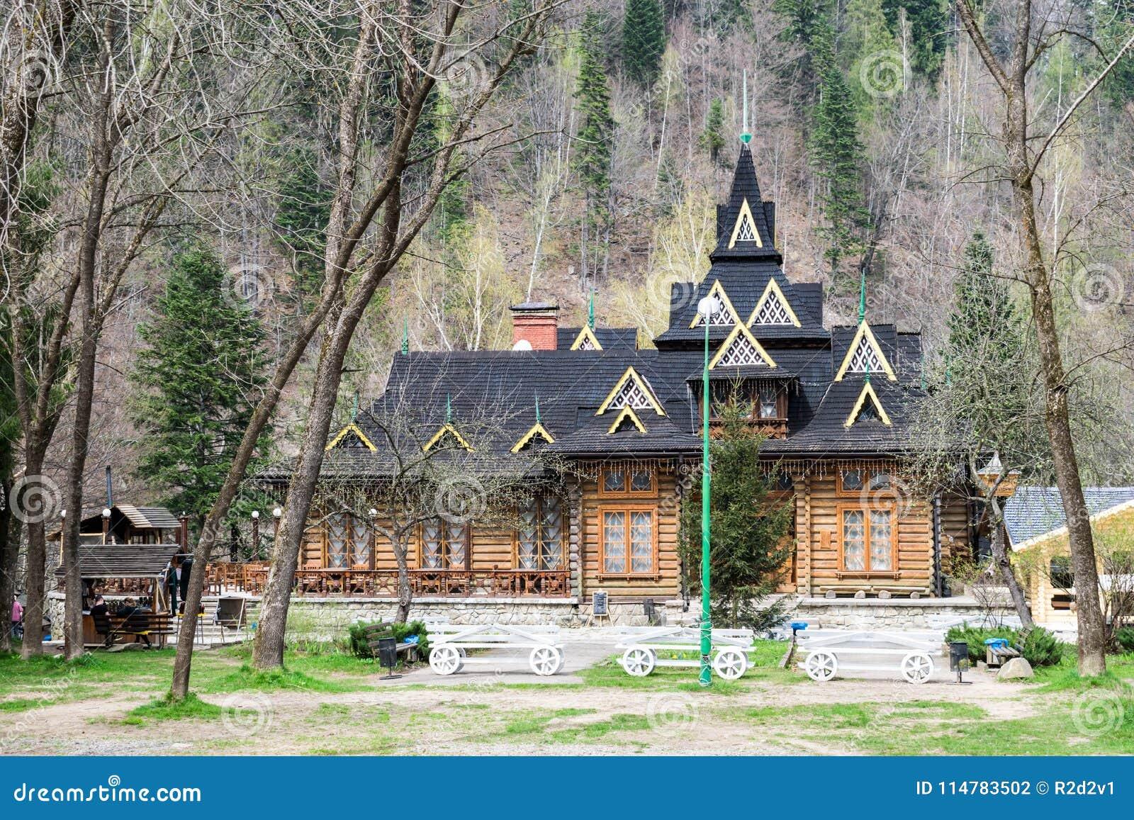 Ukrainisches Restaurant Hutsulshyna in den Karpaten