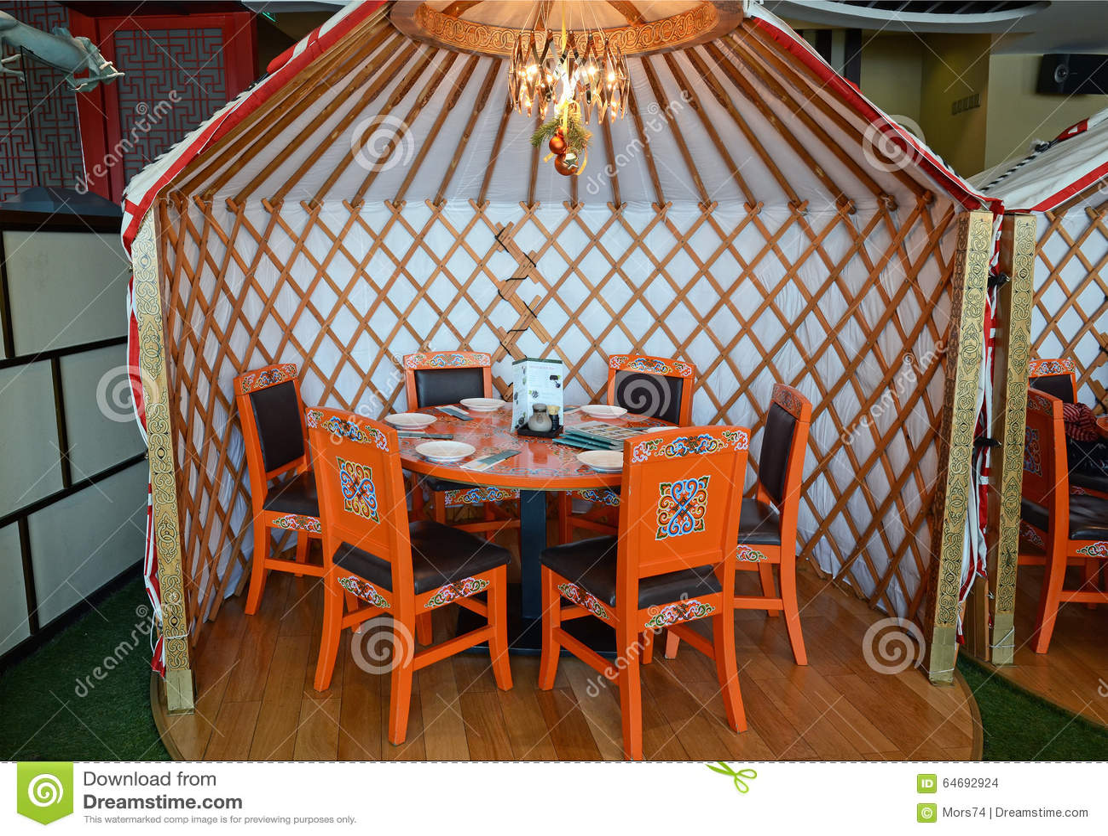 Ulaanbaatar, Mongolië - 02 Dec, 2015: Binnenland van nationaal Mongools keukenrestaurant