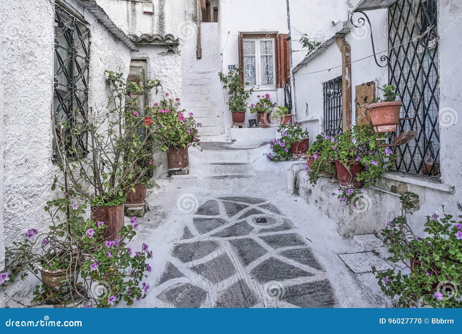 Ulica w starym miasteczku Ateny w Grecja