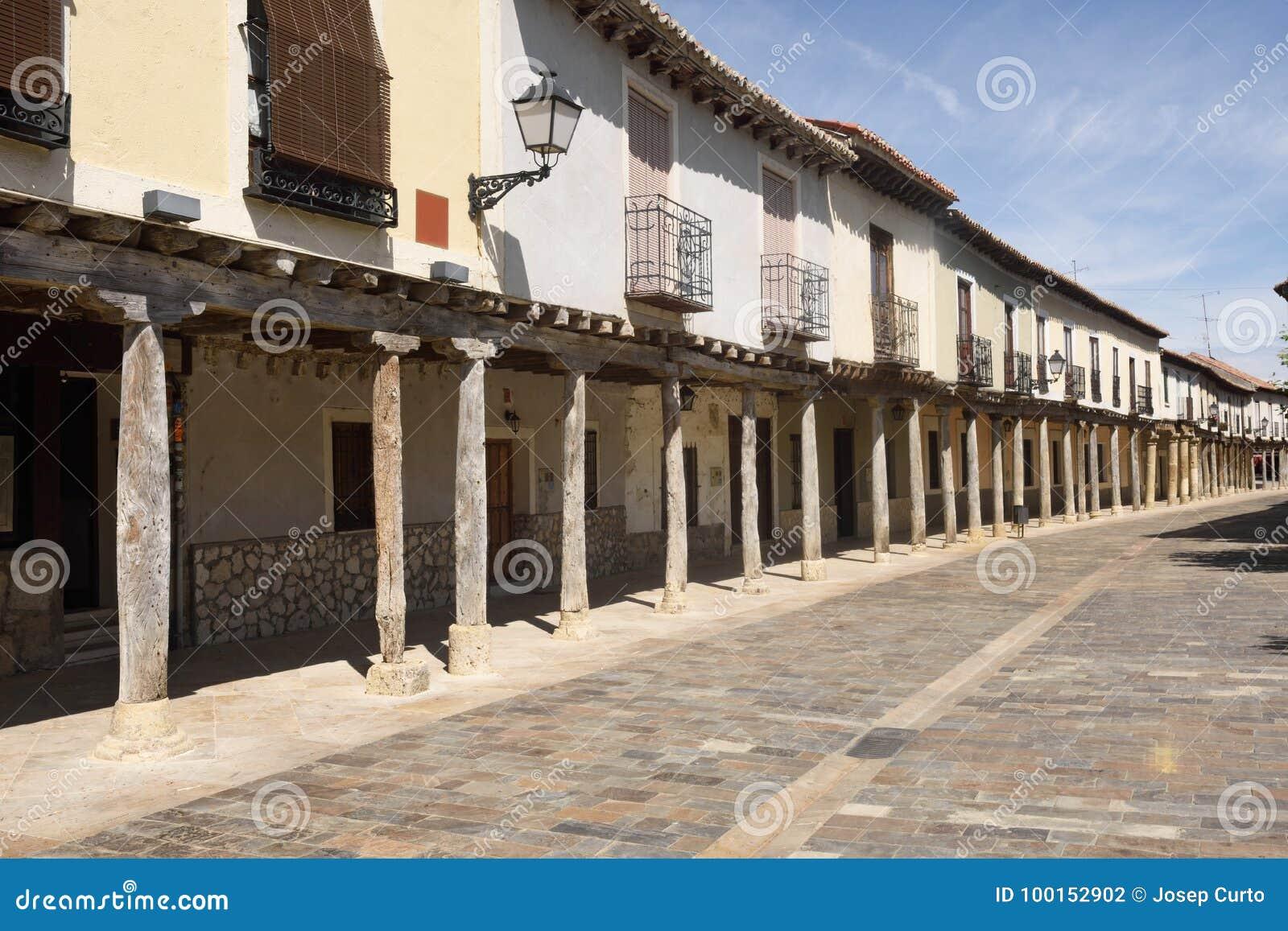 Ulica z arkadami w Ampudia, Tierra De Campos, Palencia provi