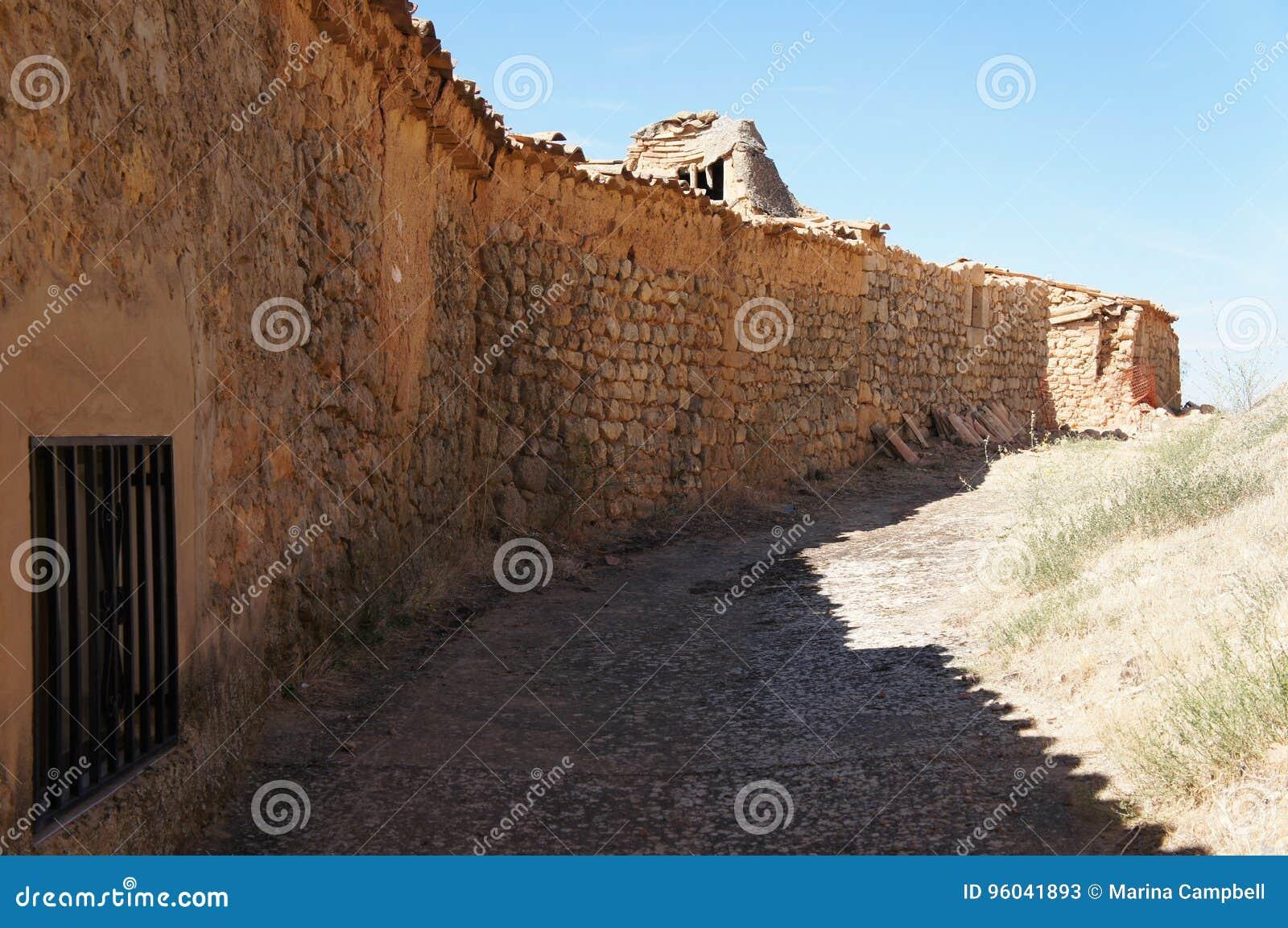 Ulica z Starymi domami w Hiszpańskiej wiosce