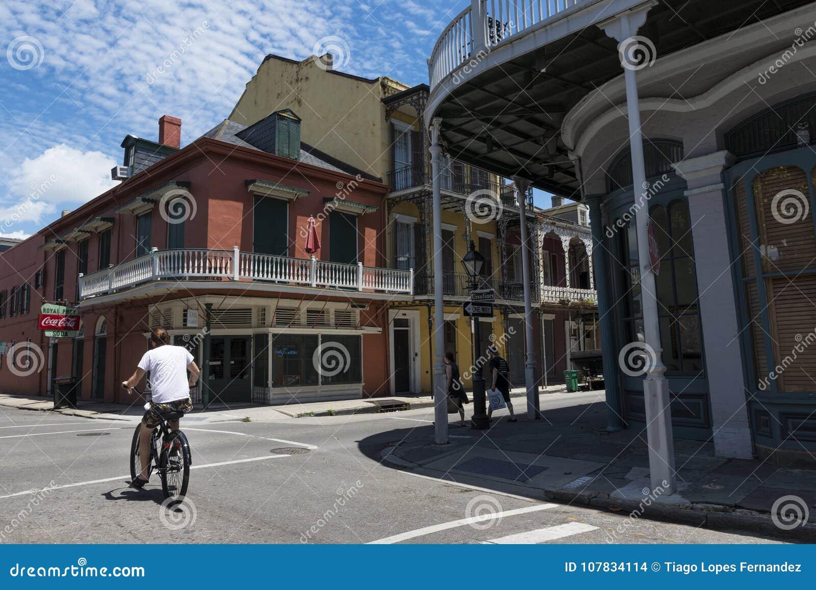 Uliczna scena w ulicie dzielnica francuska w Nowy Orlean, Luizjana