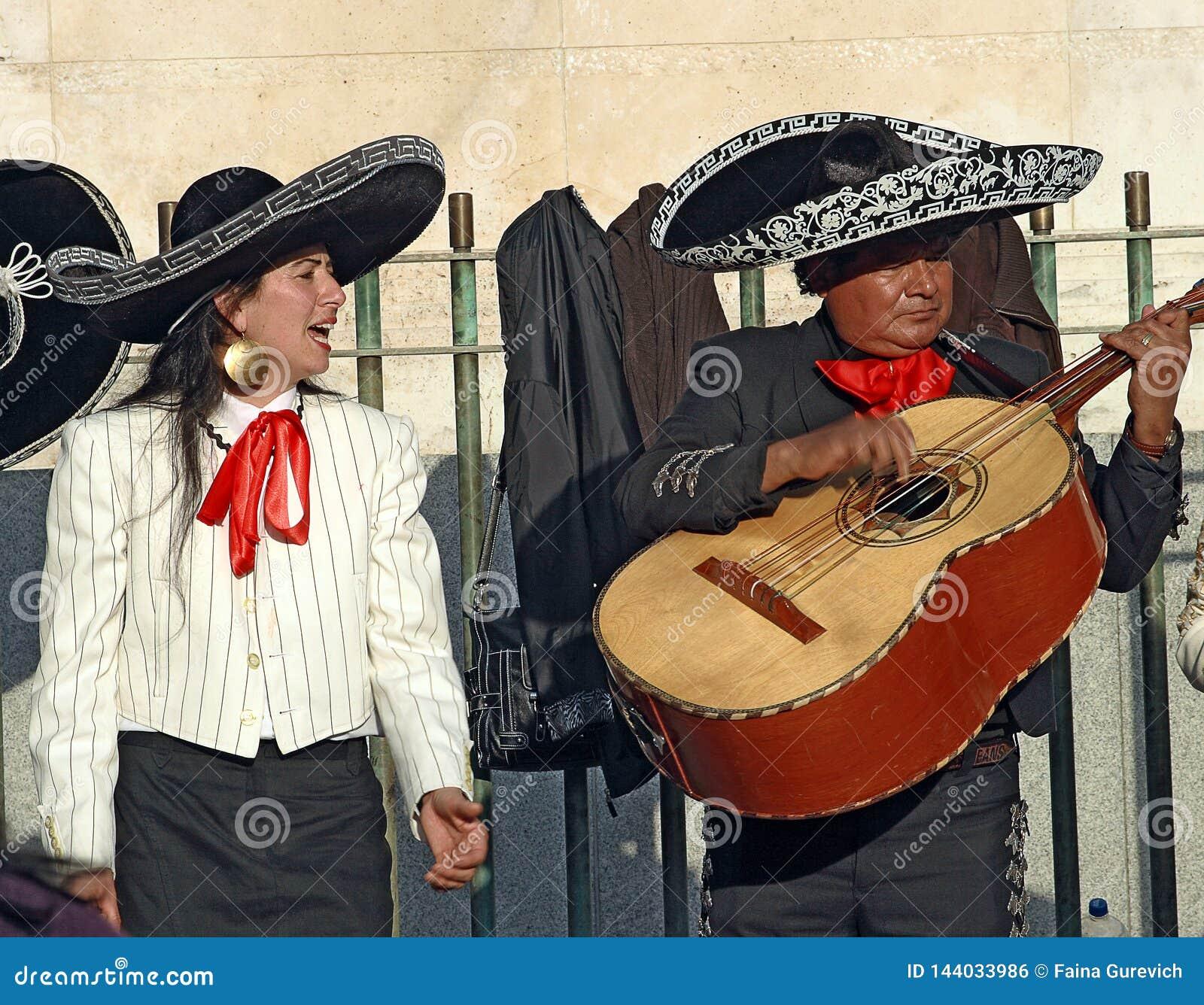 Uliczni muzycy wykonuje w Madryt, Hiszpania