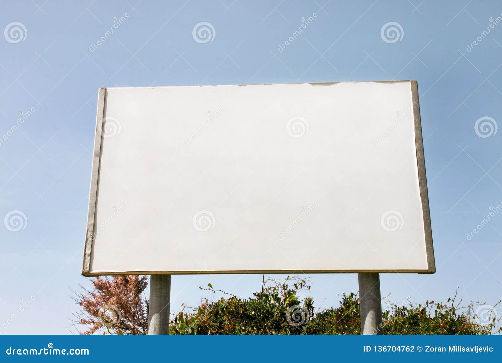 Uliczny pusty reklamowego billboarda pokaz, zawiadomienie stół Reklamowe agencje