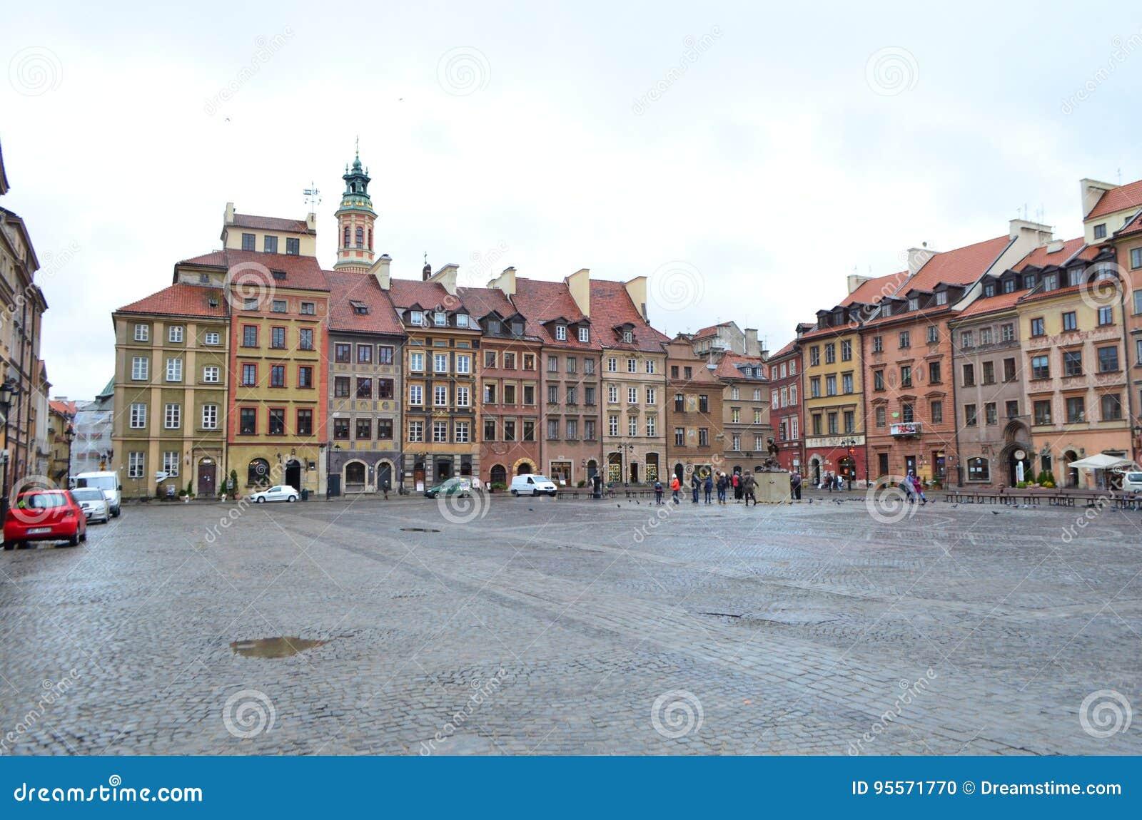 Uliczny widok kasztelu kwadrat w Warszawa, Polska