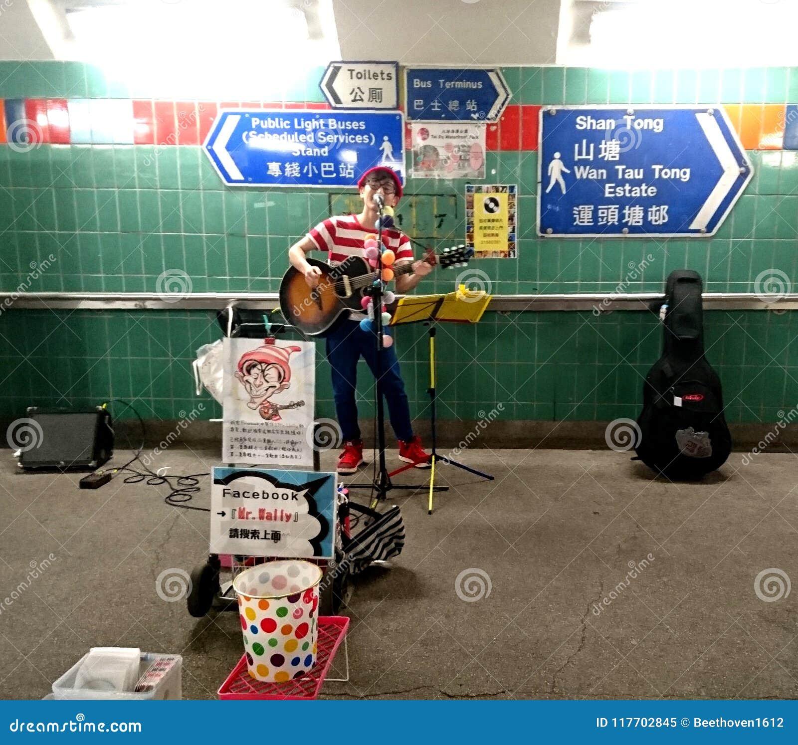 Uliczny wykonawca w Hong Kong