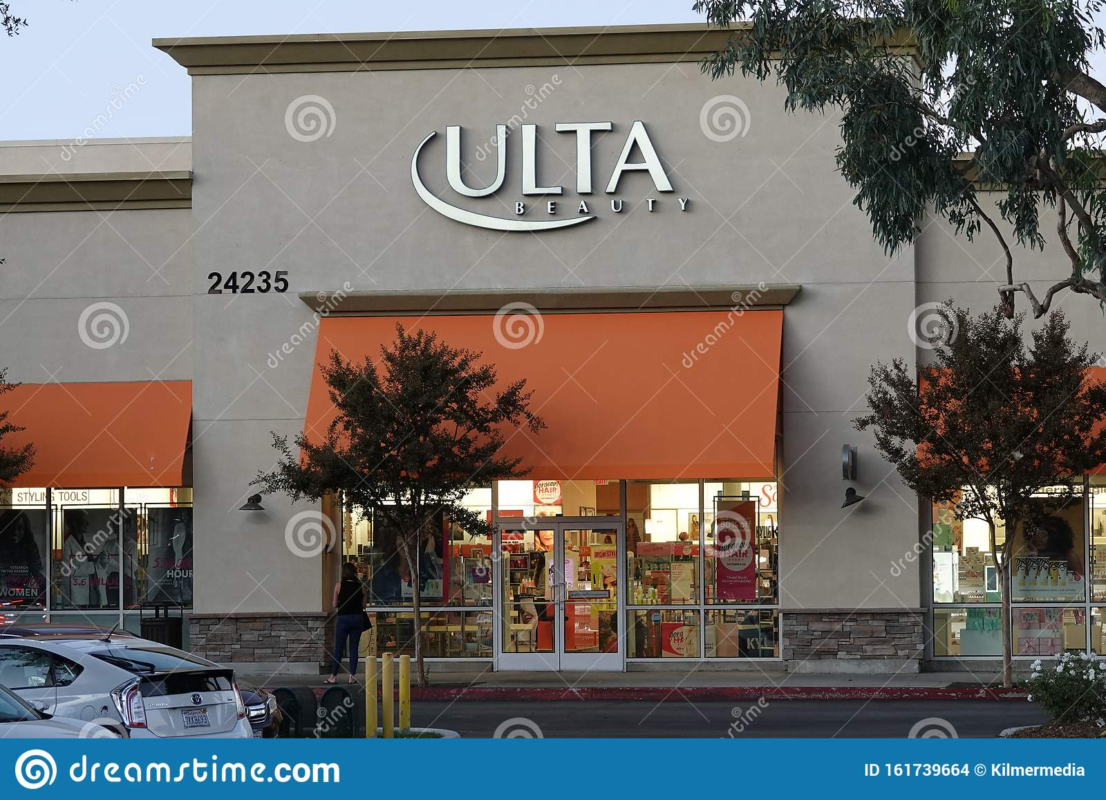 Strip Mall  7 Store   7-4