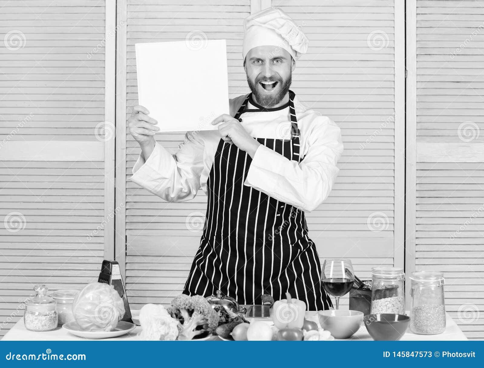 Ultimat laga mat handbok f?r nyb?rjare Bokfamiljrecept kopierar utrymme Enligt recept Sk?ggig kockf?rfattare f?r man av