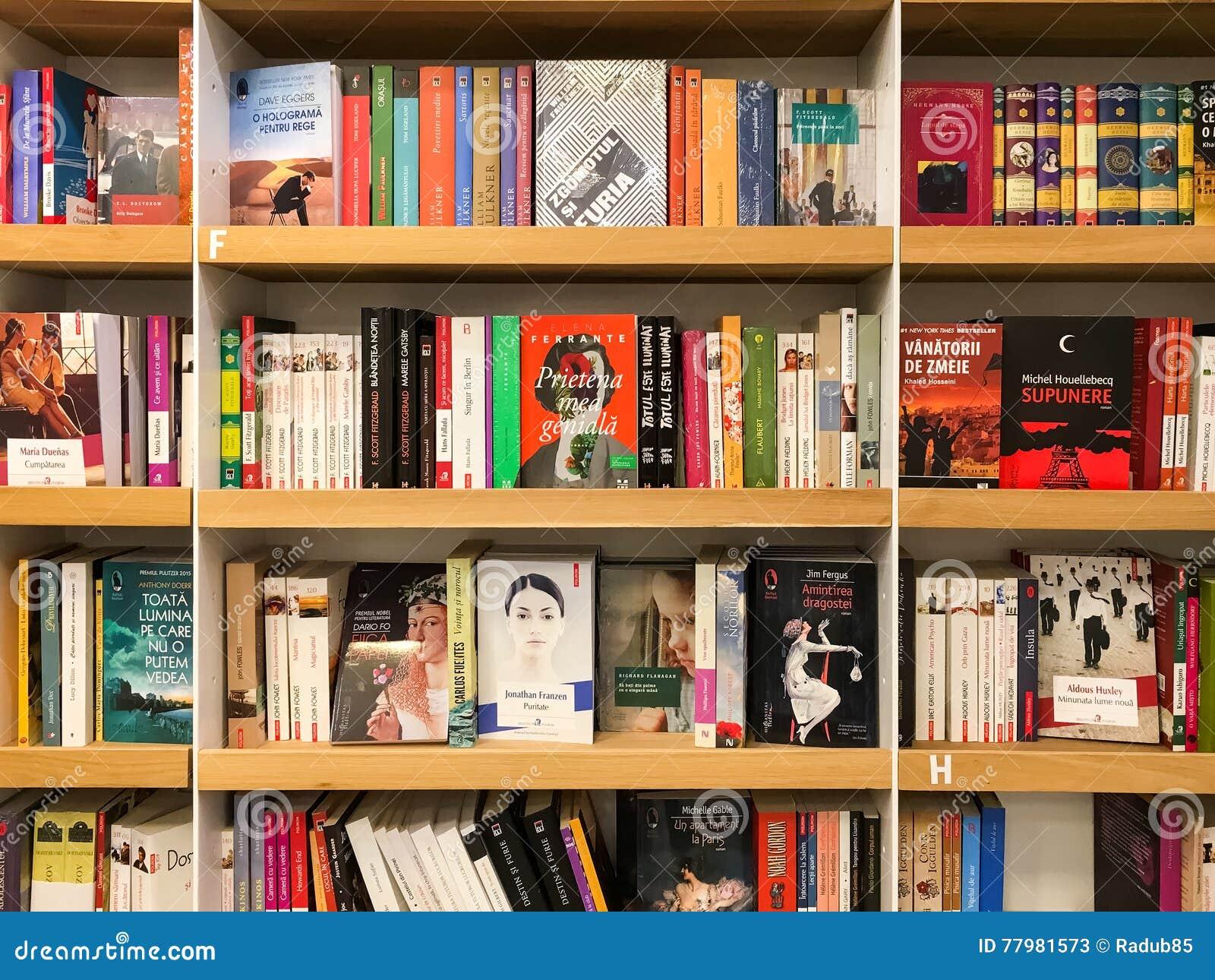 Ultimi romanzi famosi da vendere nel deposito di libro delle biblioteche